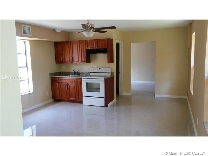 Multi Family Townhouse for Sale at Gracewood, Hollywood, FL 33024