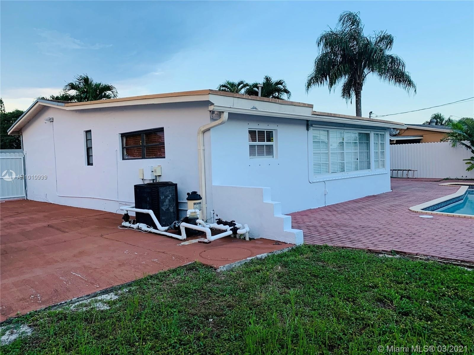 17. Single Family Homes for Sale at Palm Springs North, Hialeah, FL 33015
