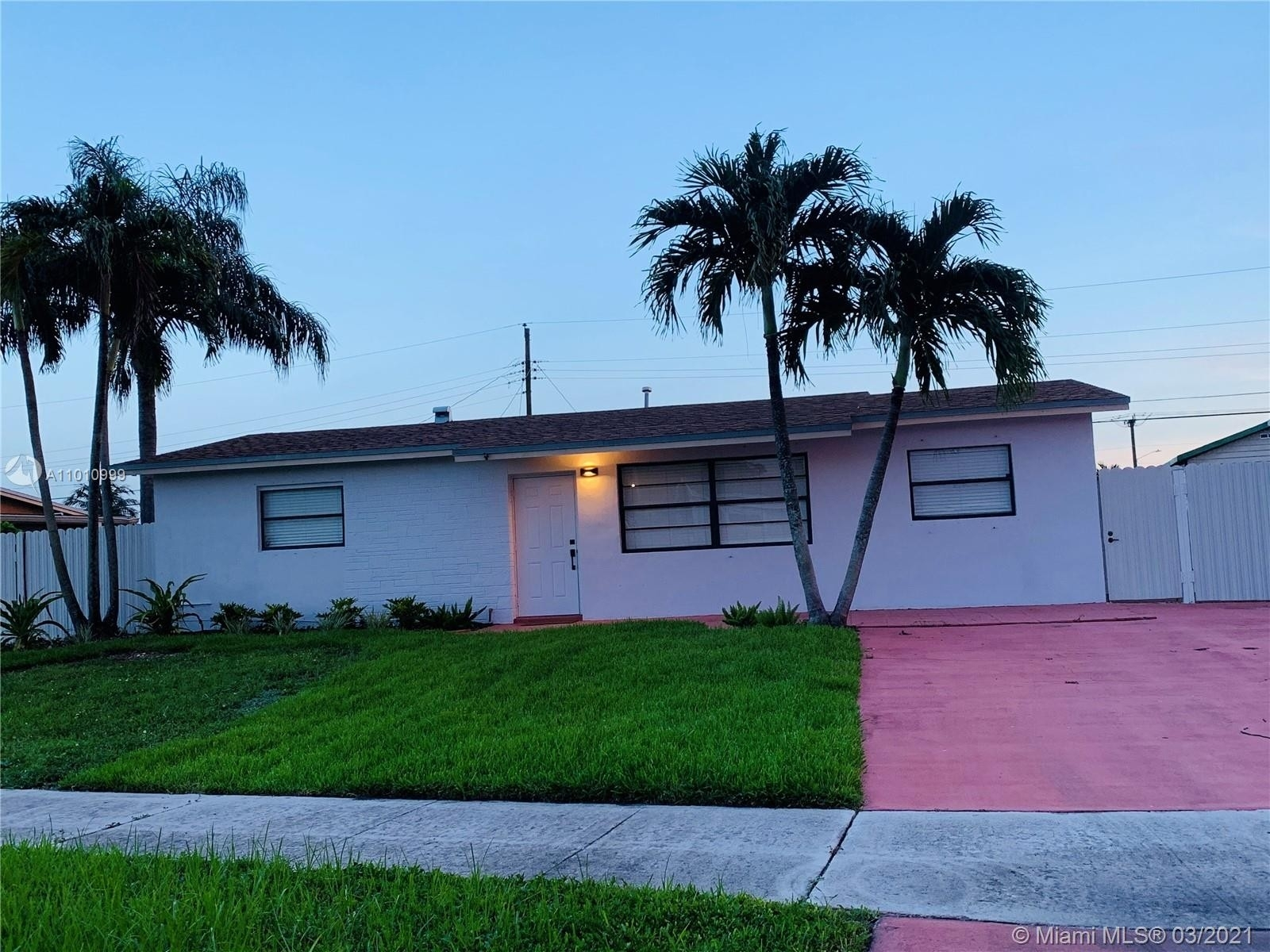 3. Single Family Homes for Sale at Palm Springs North, Hialeah, FL 33015