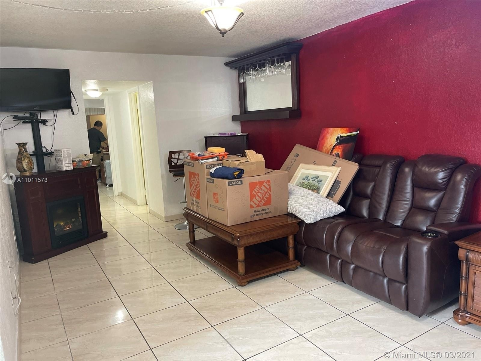 23. Condominiums для того Продажа на 6620 W 2nd Ct , 107 Gratigny Red, Hialeah, FL 33012
