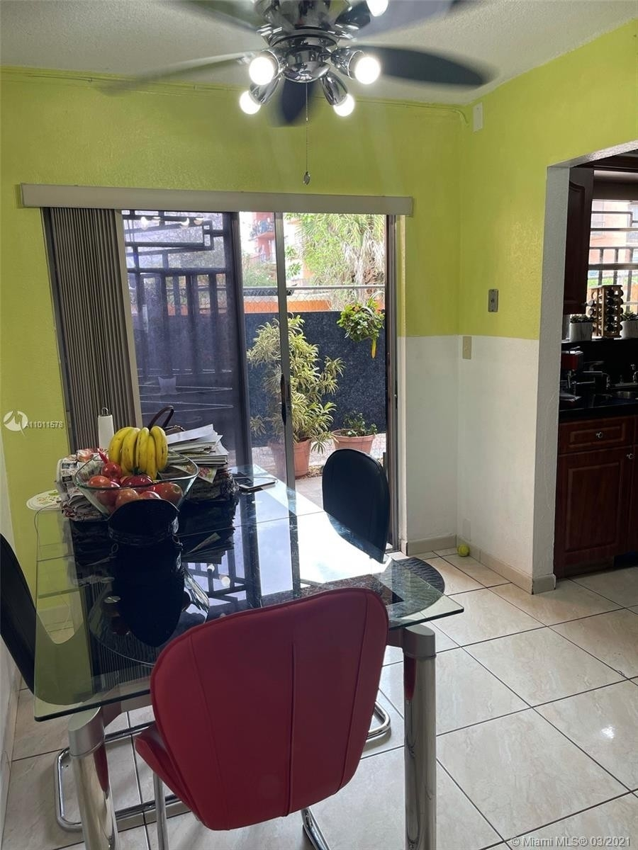 26. Condominiums для того Продажа на 6620 W 2nd Ct , 107 Gratigny Red, Hialeah, FL 33012