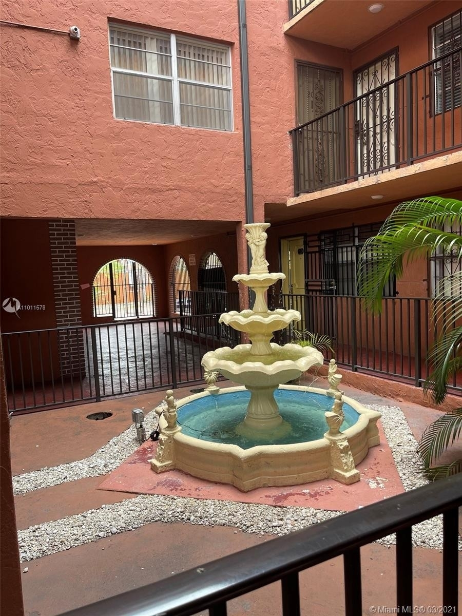 9. Condominiums для того Продажа на 6620 W 2nd Ct , 107 Gratigny Red, Hialeah, FL 33012