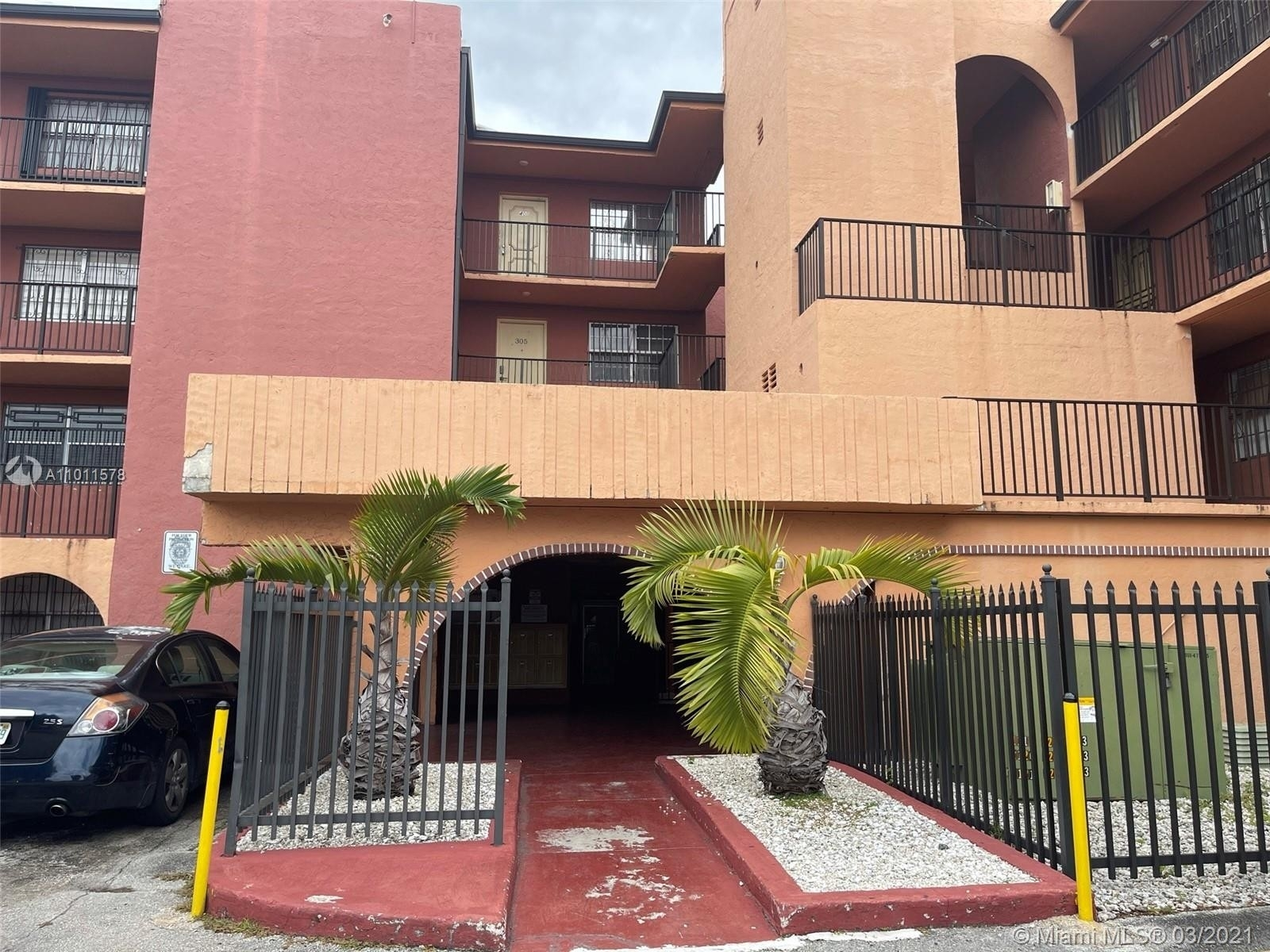 8. Condominiums для того Продажа на 6620 W 2nd Ct , 107 Gratigny Red, Hialeah, FL 33012