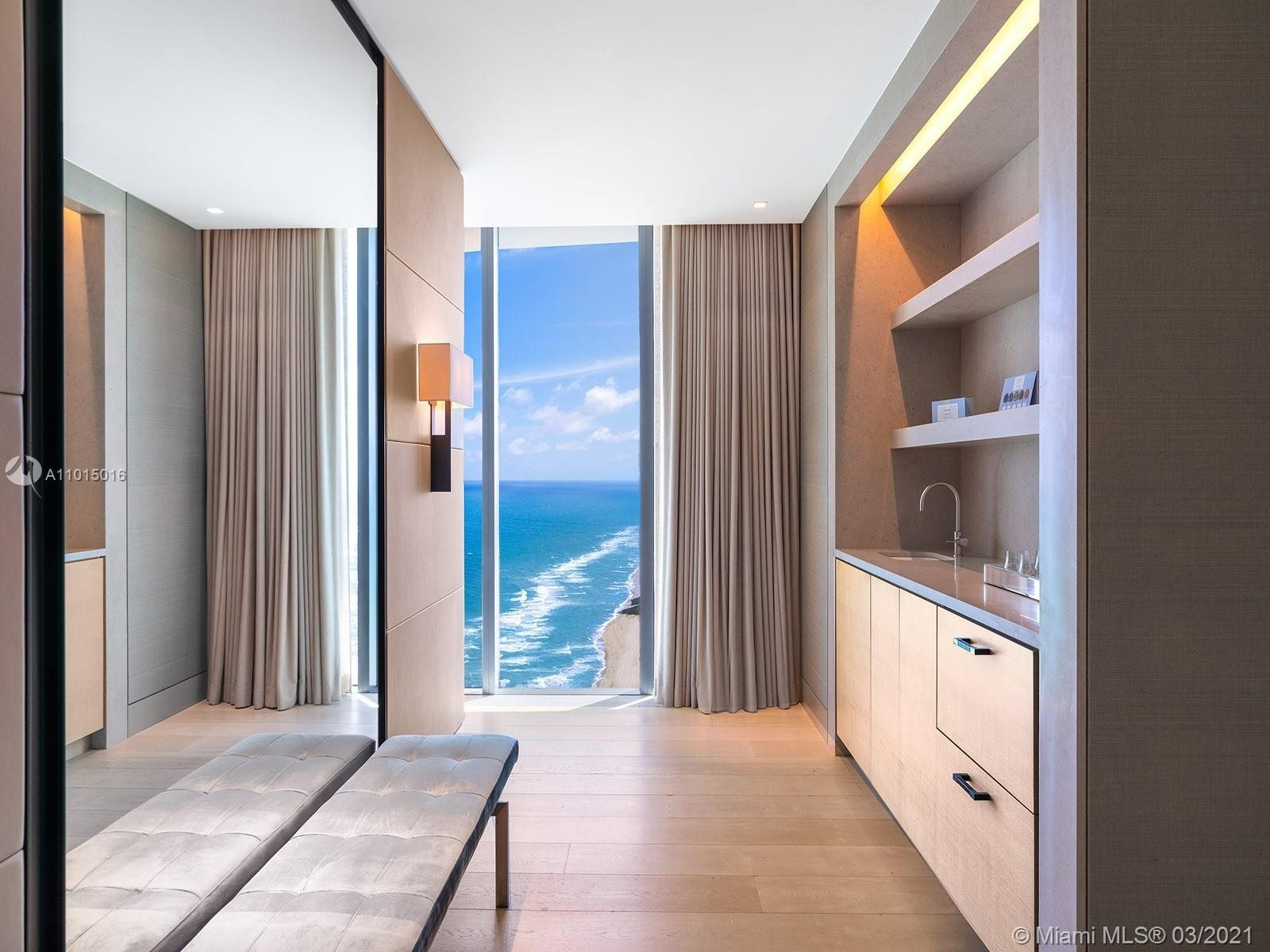 16. Condominiums for Sale at 19575 Collins Ave , 43 Sunny Isles Beach, FL 33160