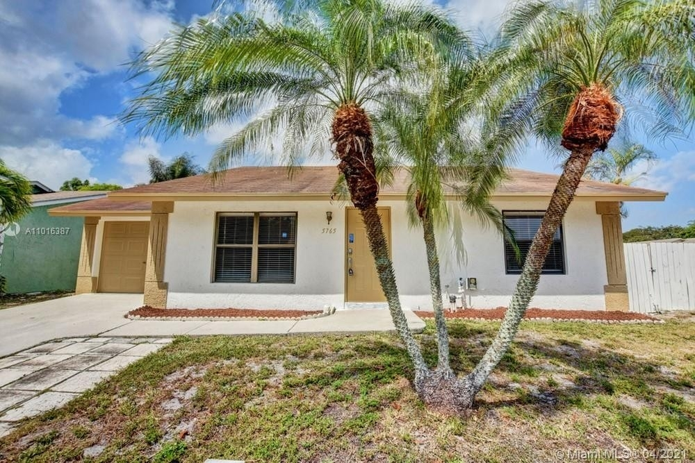 Property в Lantana, Lake Worth, FL 33463