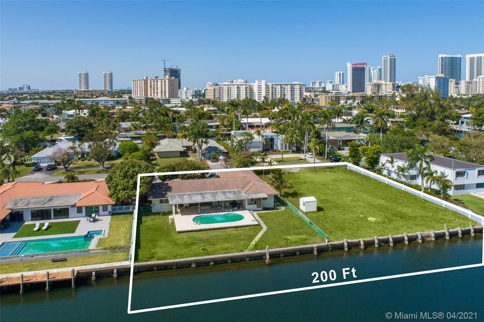 Single Family Home for Sale at Hallandale Beach, FL 33009