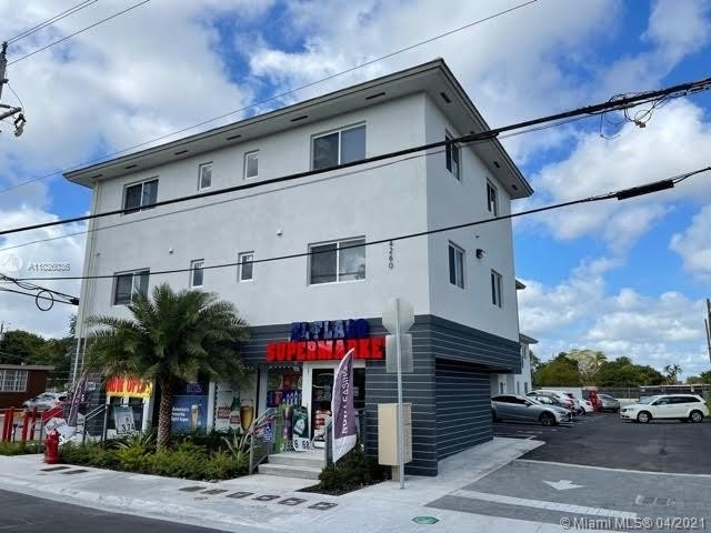 Commercial / Office for Sale at Hialeah, FL 33012