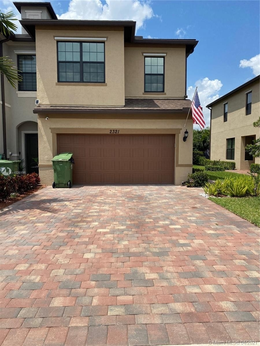Single Family Townhouse for Sale at Palm Springs, FL 33406