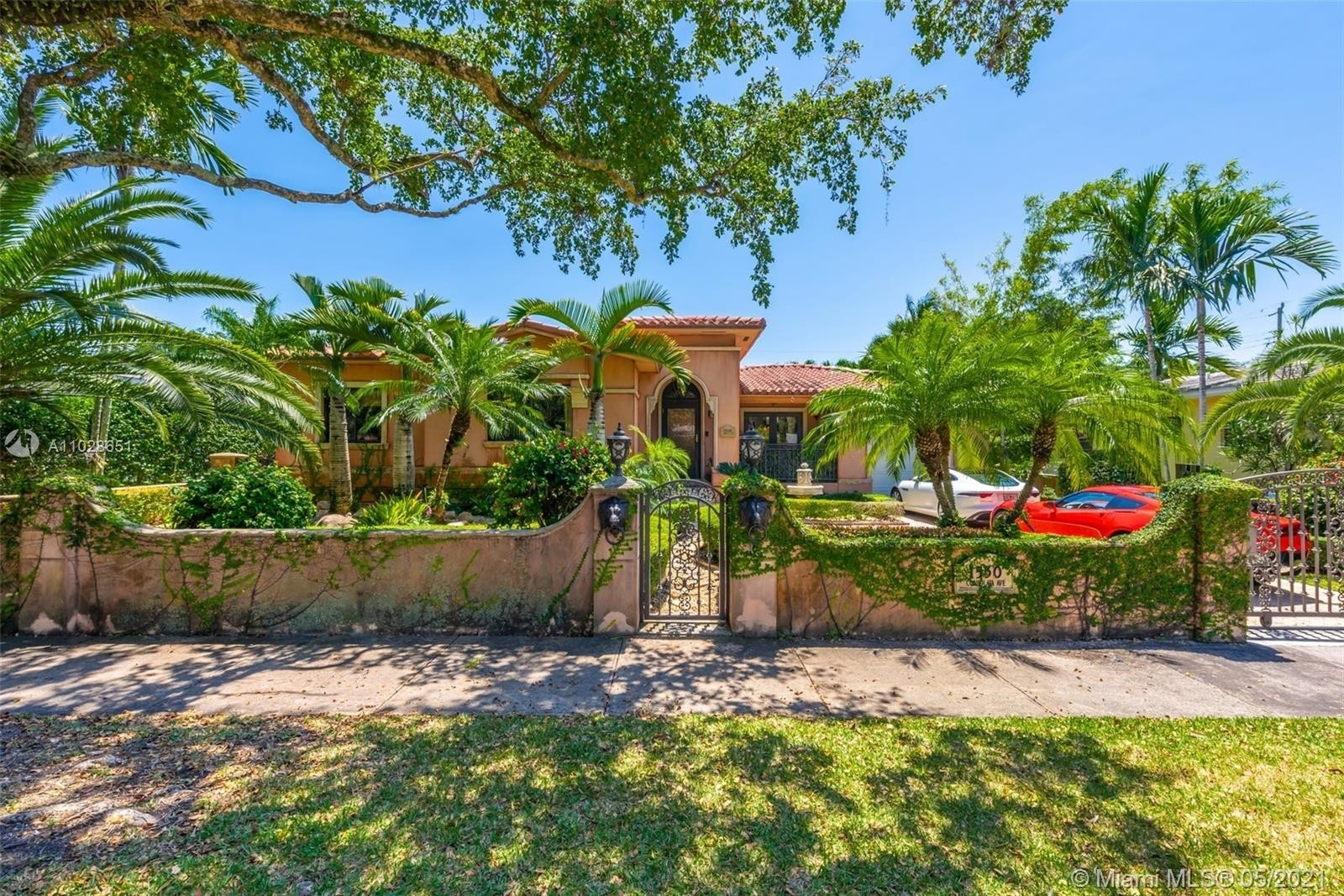 1. Single Family Homes 為 特賣 在 Riviera, Coral Gables, FL 33146