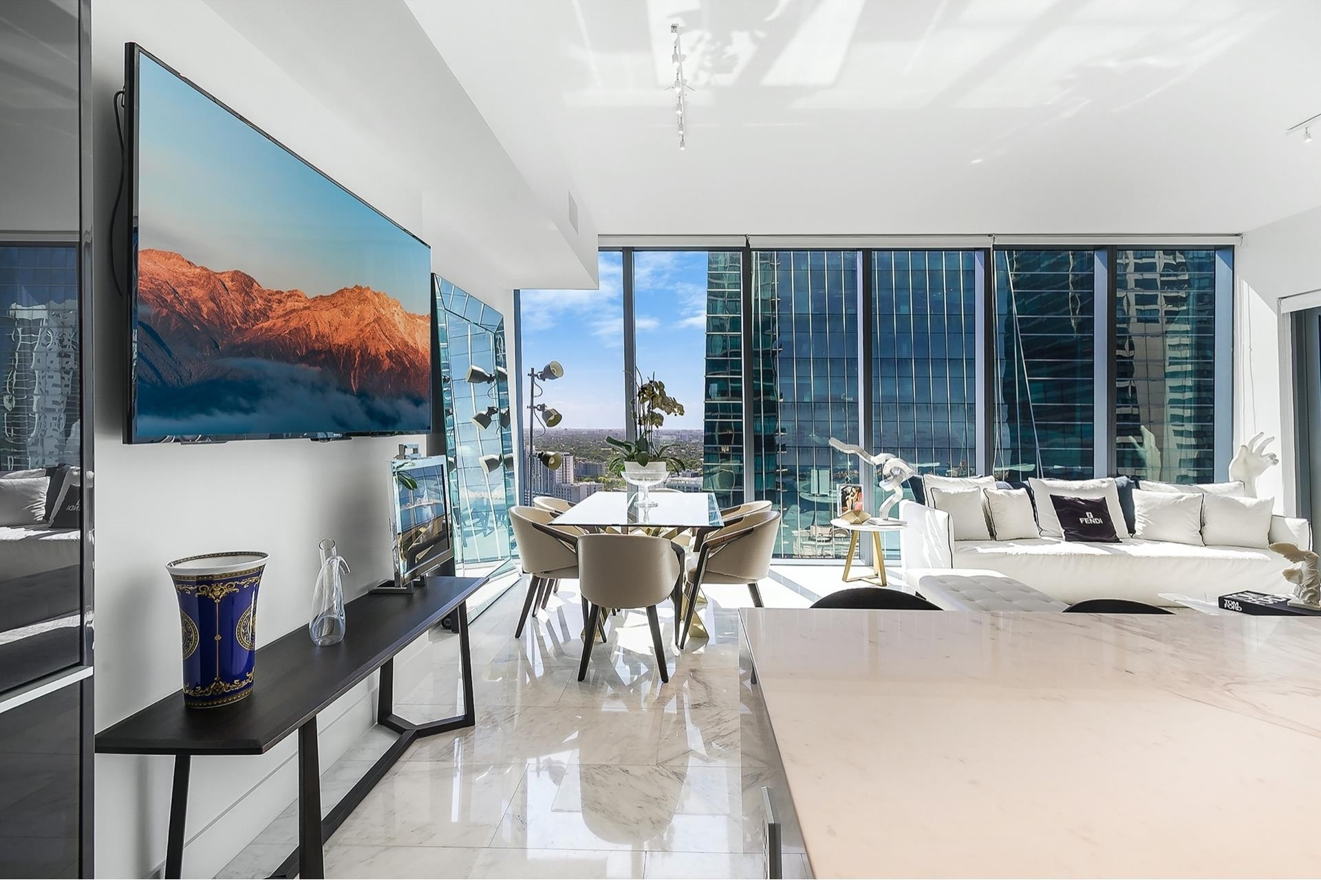 Condominium pour l Vente à 1451 Brickell Ave , 3004 Miami Financial District, Miami, FL 33131