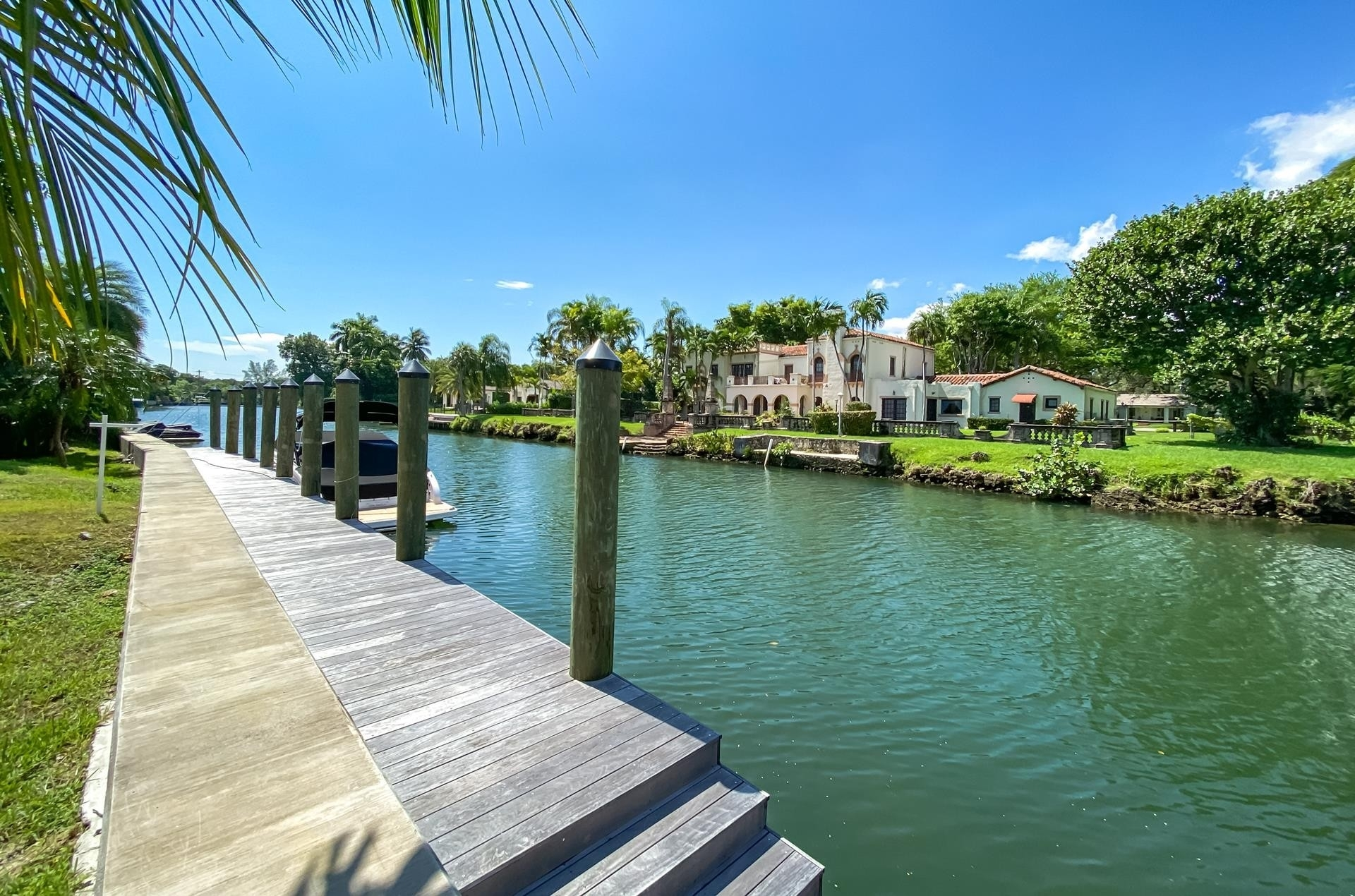 32. Single Family Homes for Sale at Country Club Section, Coral Gables, FL 33146