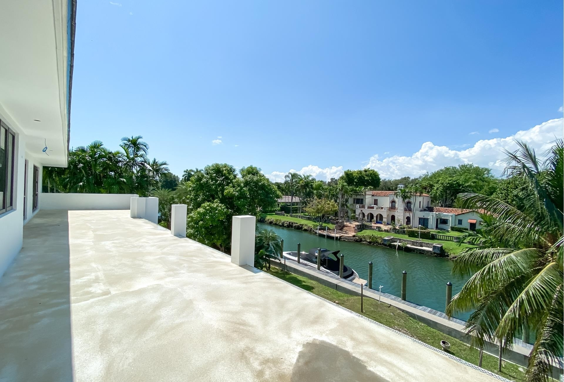 39. Single Family Homes for Sale at Country Club Section, Coral Gables, FL 33146