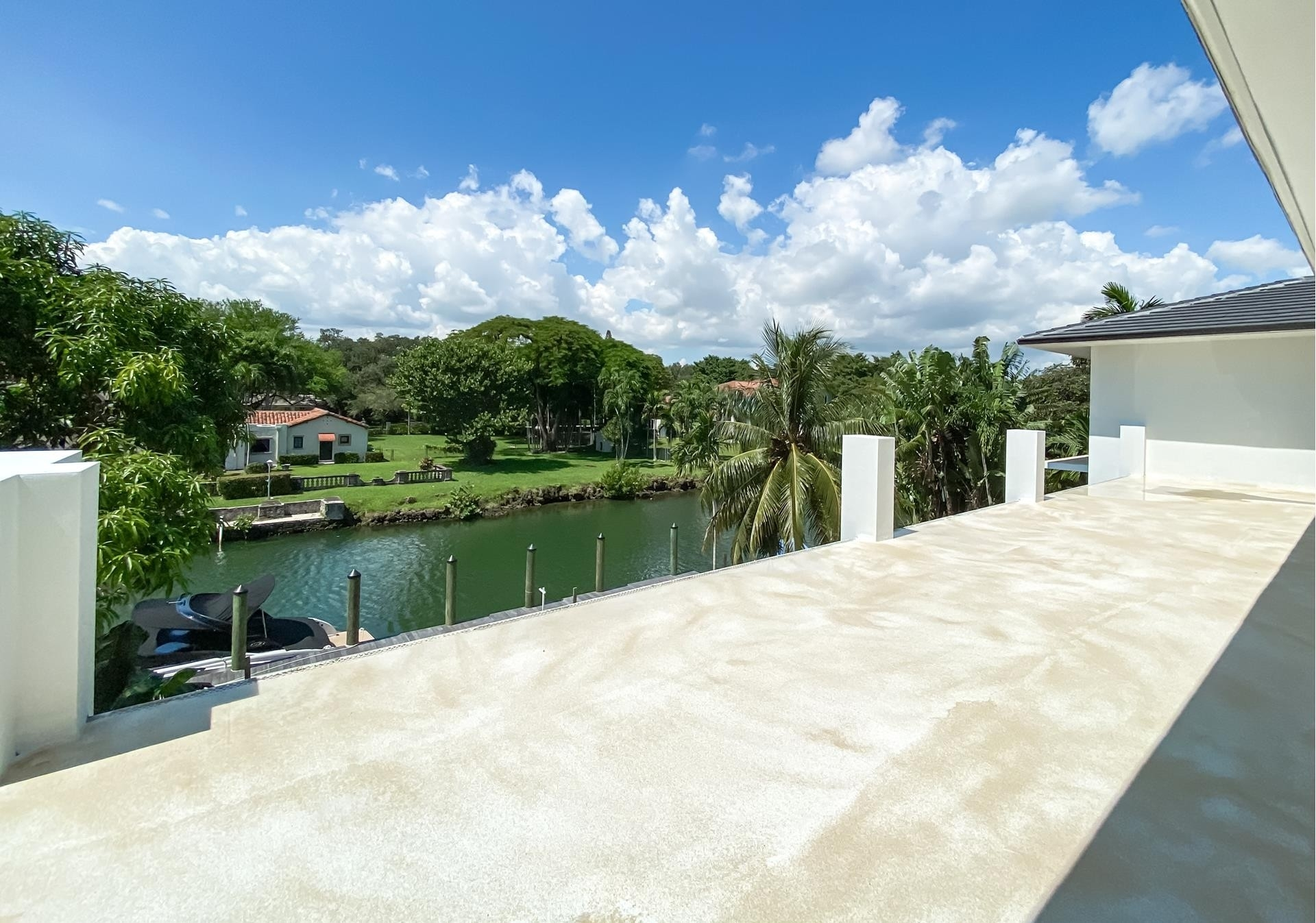 38. Single Family Homes for Sale at Country Club Section, Coral Gables, FL 33146