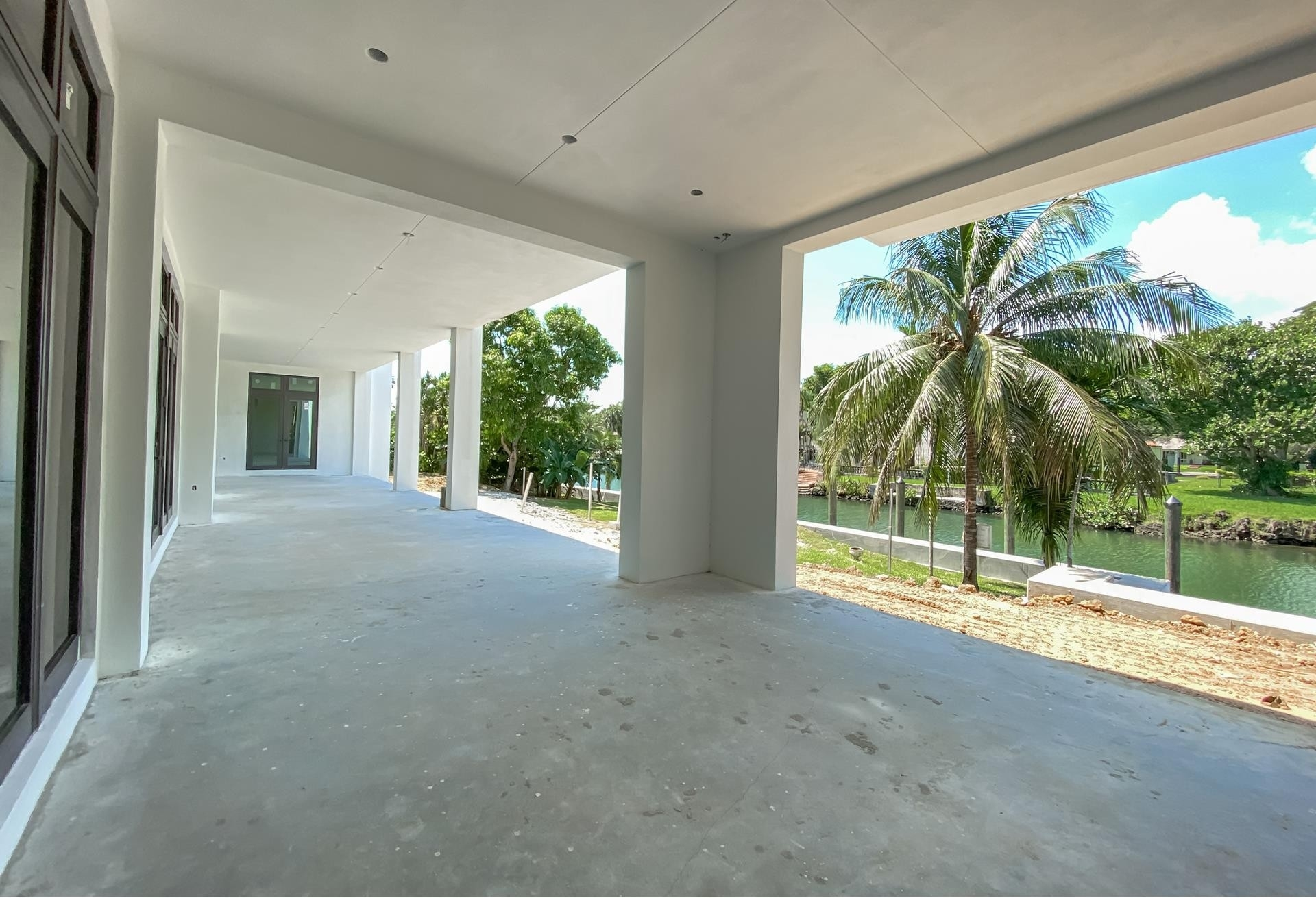26. Single Family Homes for Sale at Country Club Section, Coral Gables, FL 33146
