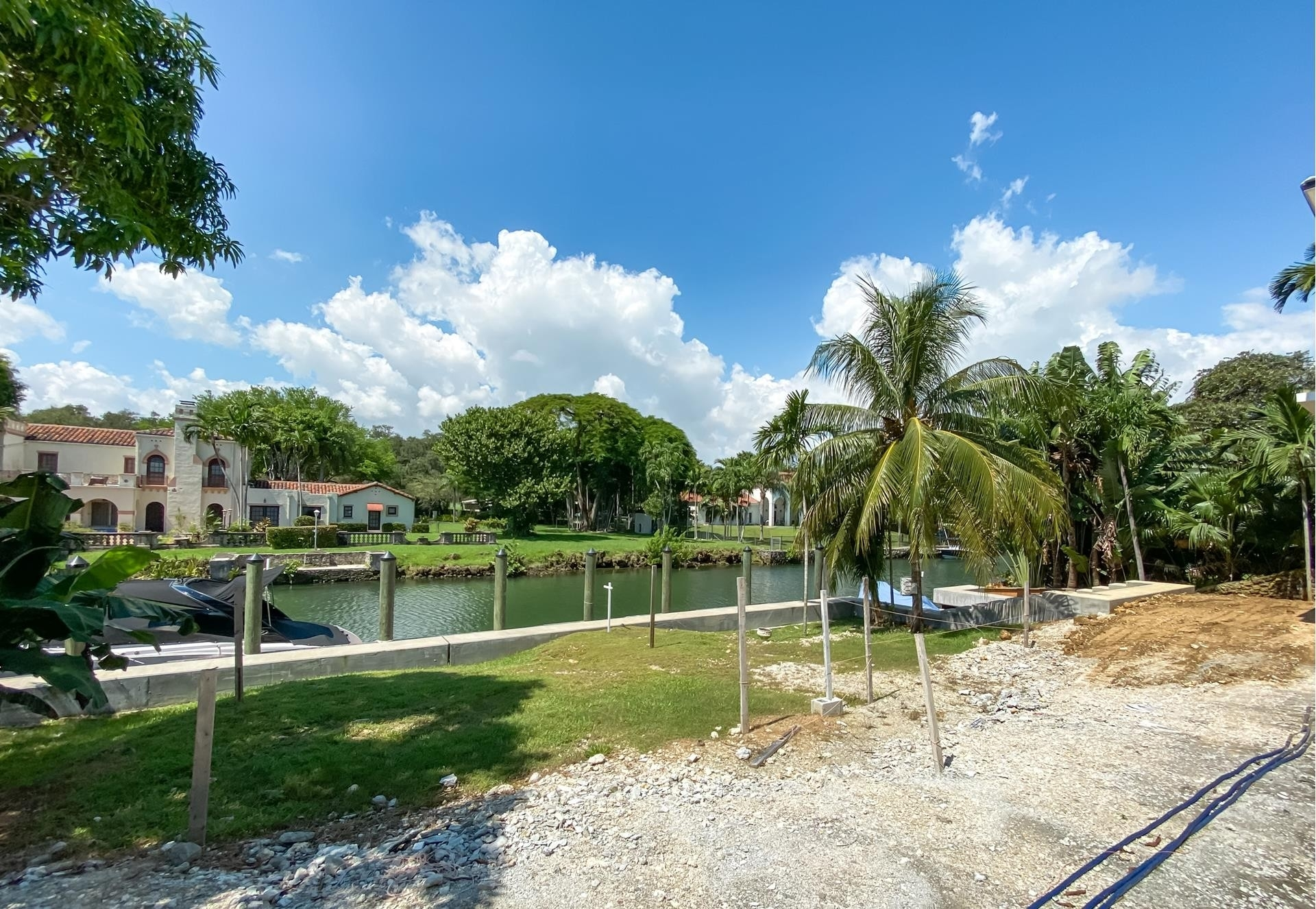 29. Single Family Homes for Sale at Country Club Section, Coral Gables, FL 33146