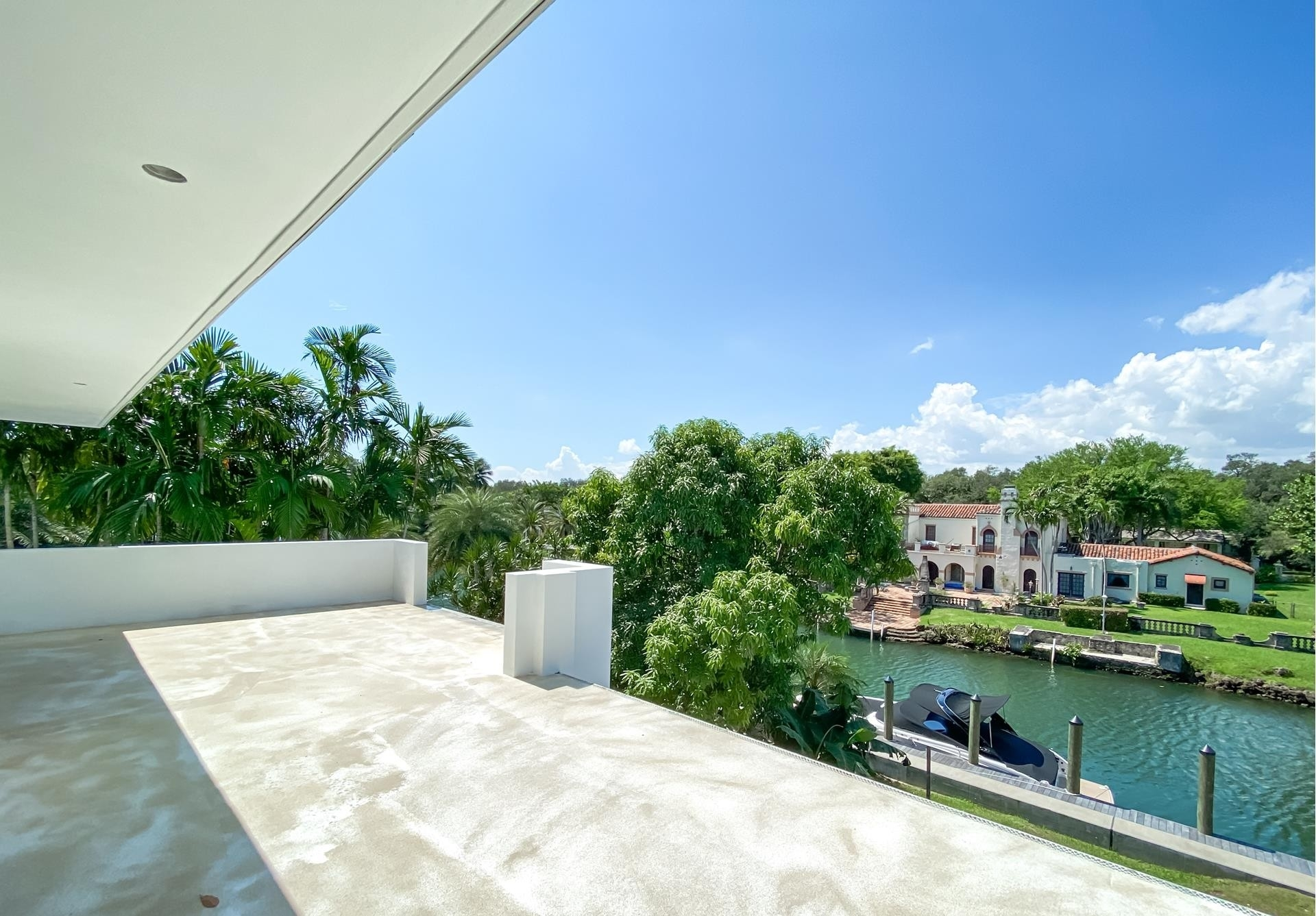 16. Single Family Homes for Sale at Country Club Section, Coral Gables, FL 33146