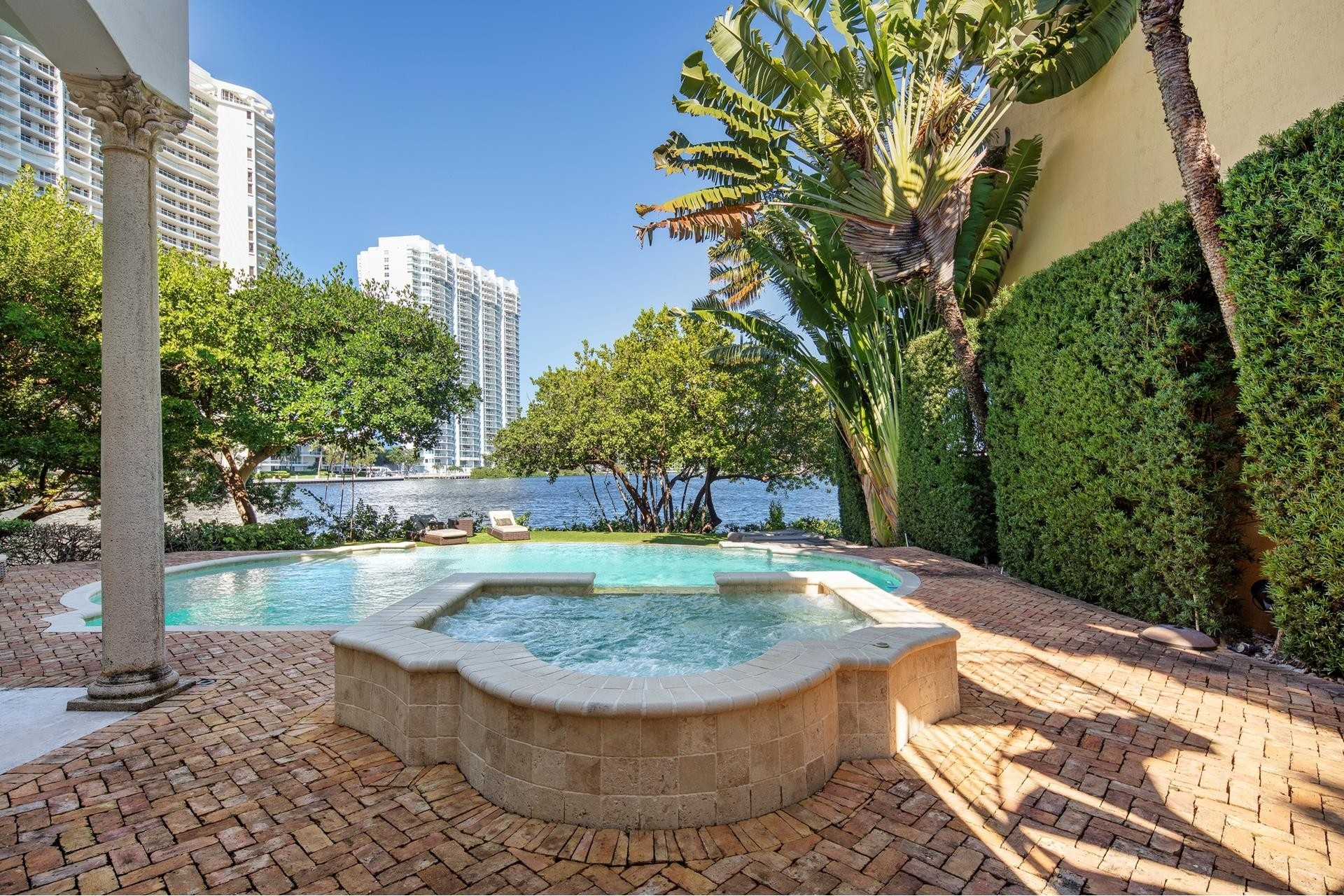 29. Single Family Homes for Sale at Aventura, FL 33160