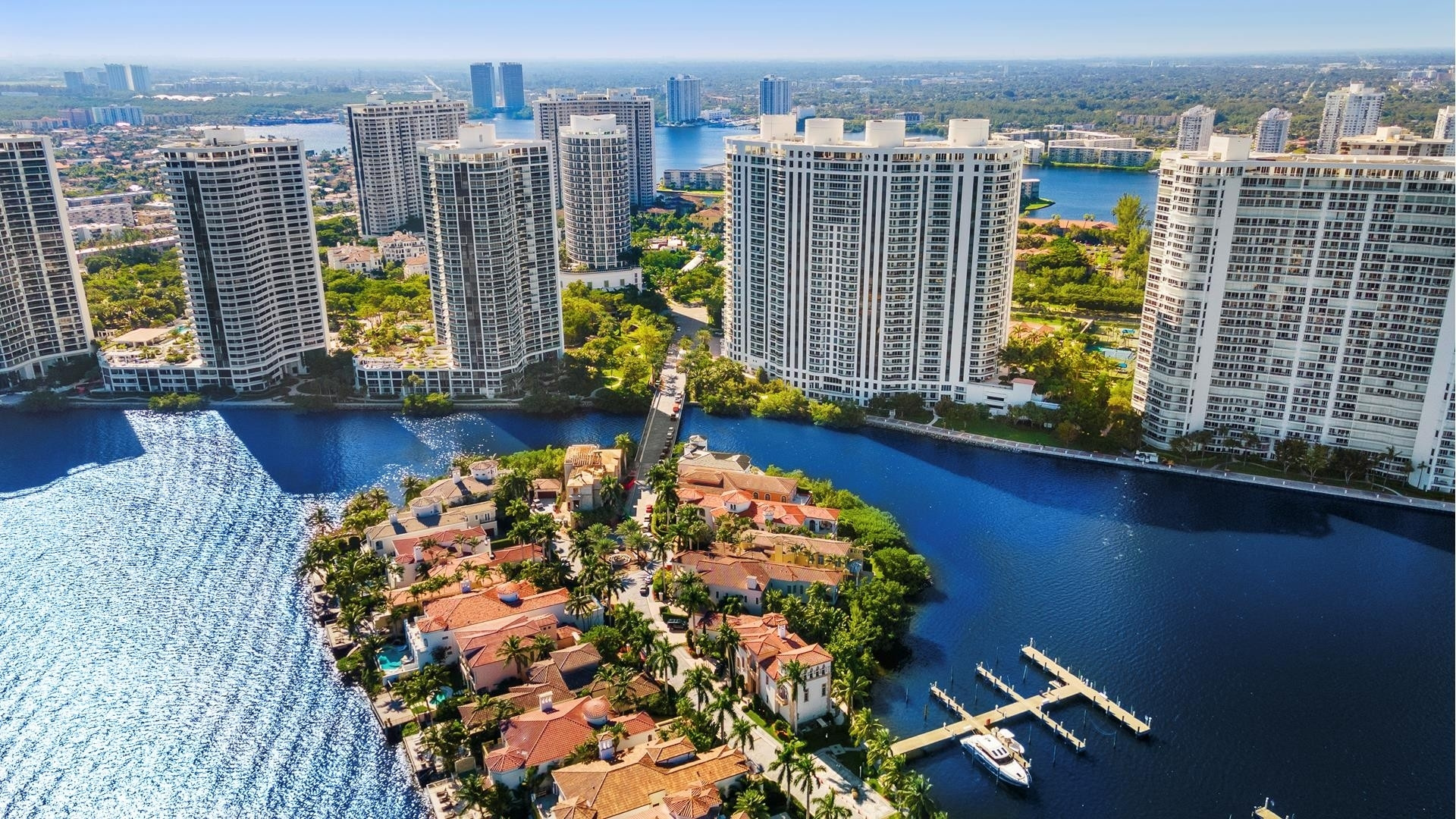 39. Single Family Homes for Sale at Aventura, FL 33160