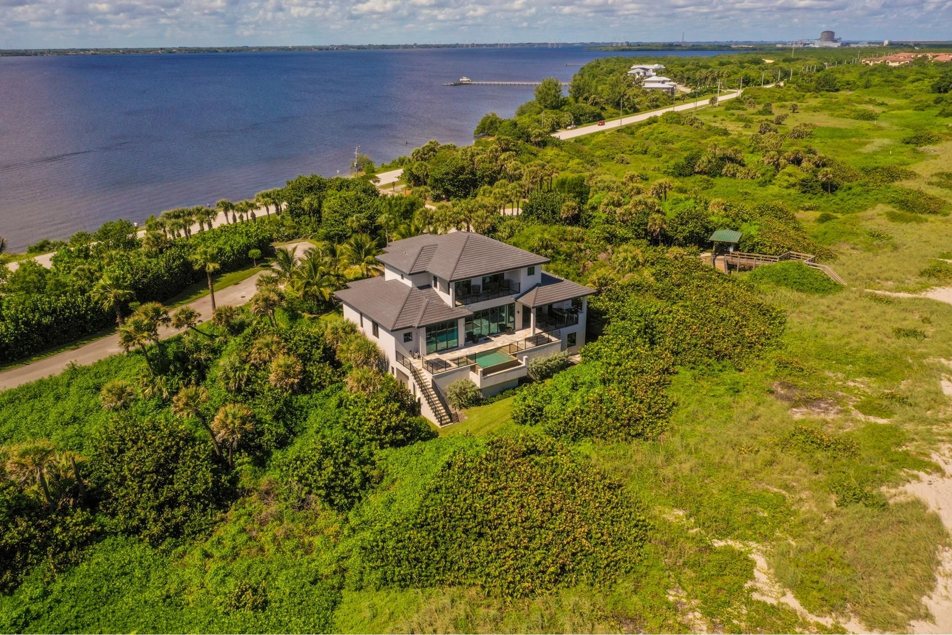 18. Single Family Homes 為 特賣 在 Hutchinson Island South, Jensen Beach, FL 34957
