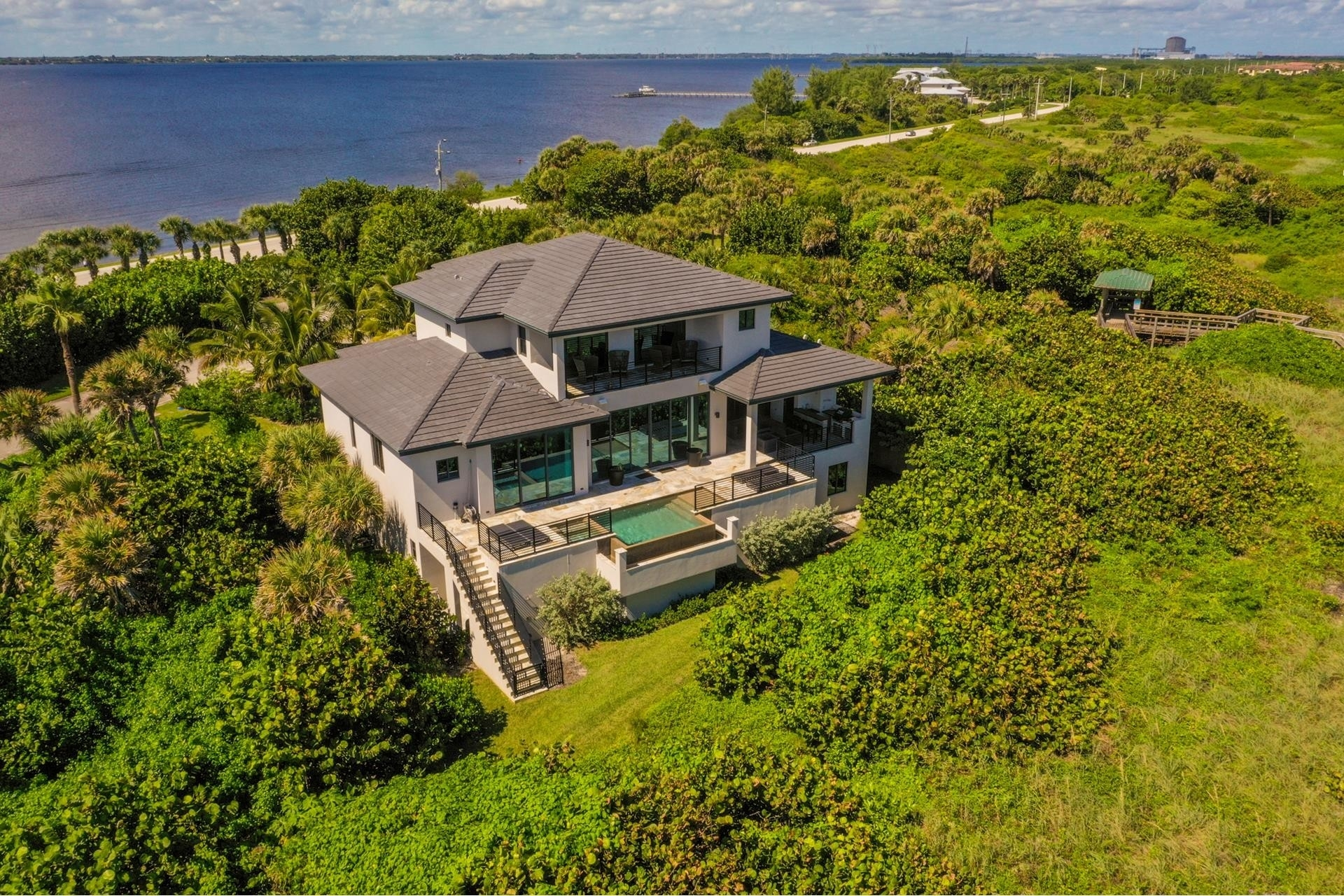 17. Single Family Homes 為 特賣 在 Hutchinson Island South, Jensen Beach, FL 34957