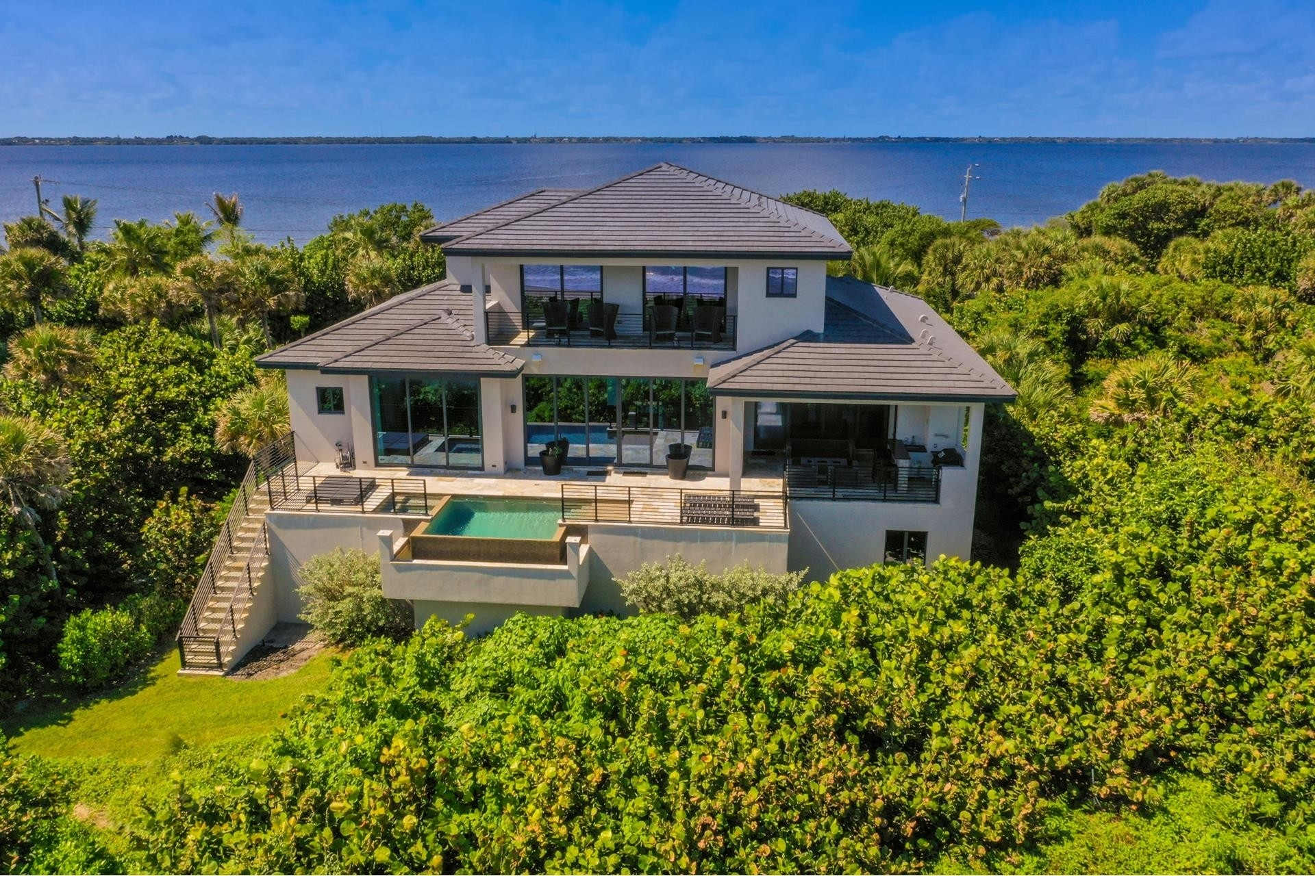 16. Single Family Homes 為 特賣 在 Hutchinson Island South, Jensen Beach, FL 34957