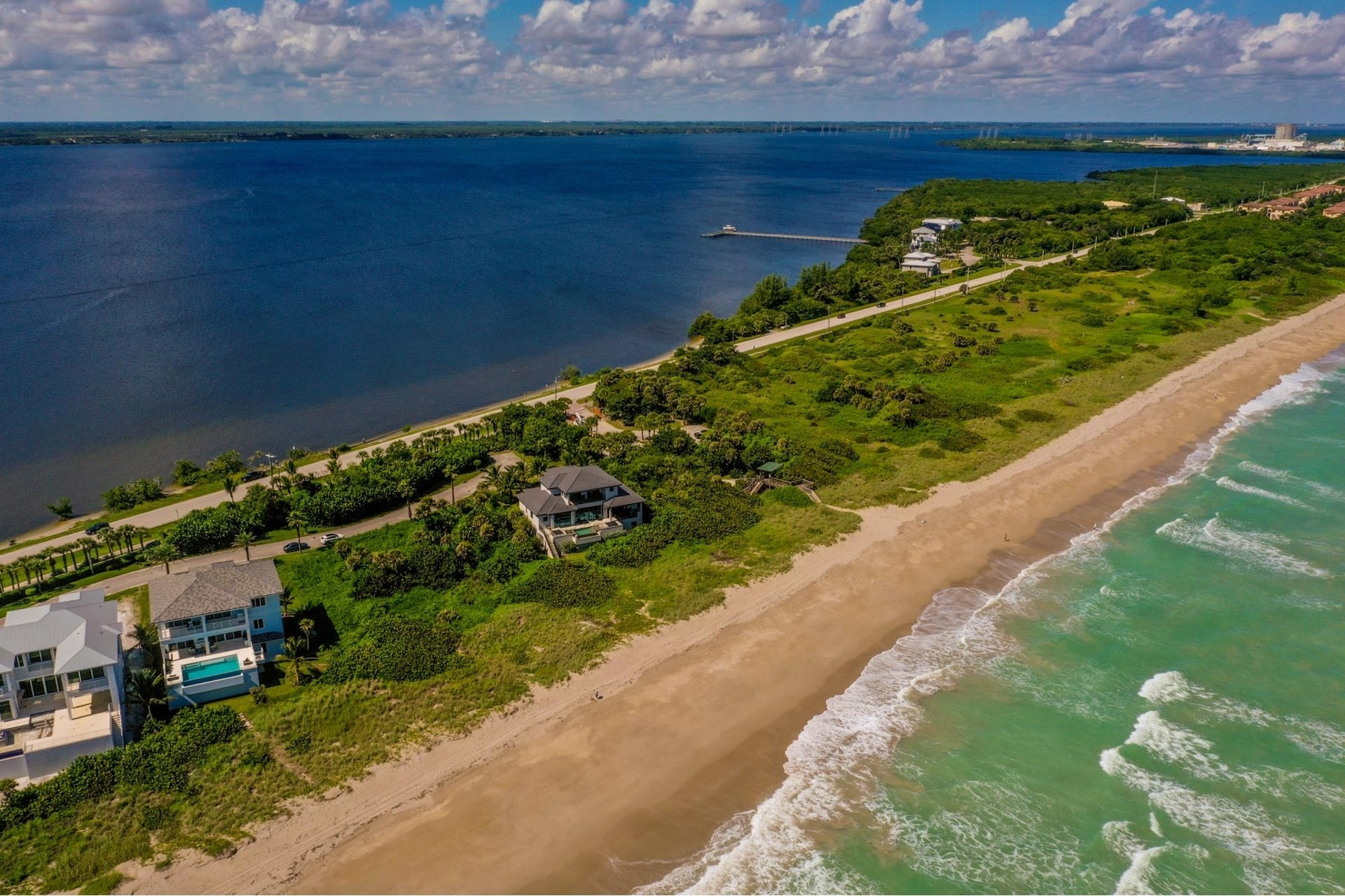 12. Single Family Homes 為 特賣 在 Hutchinson Island South, Jensen Beach, FL 34957