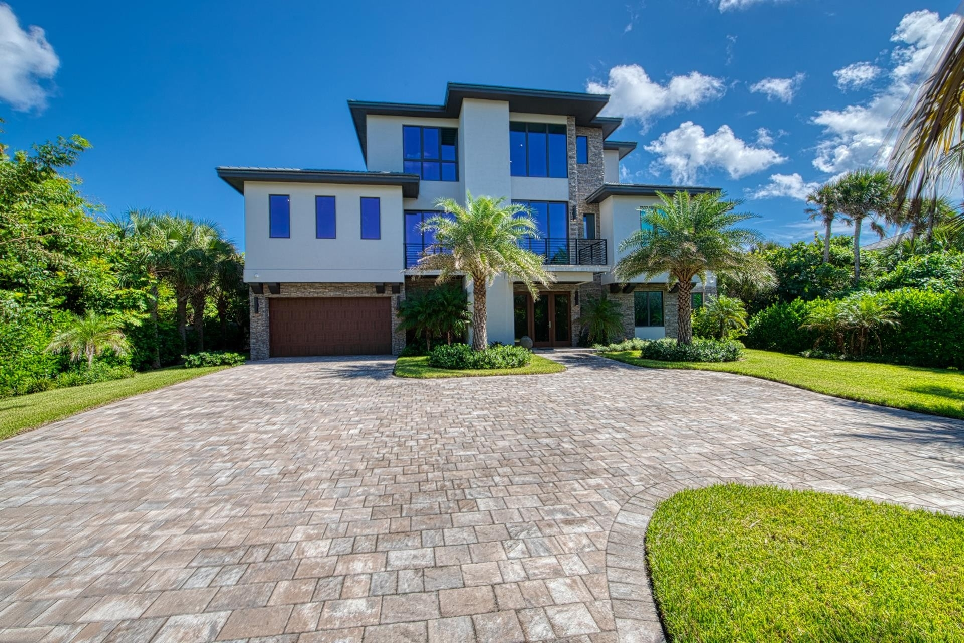 32. Single Family Homes 為 特賣 在 Hutchinson Island South, Jensen Beach, FL 34957