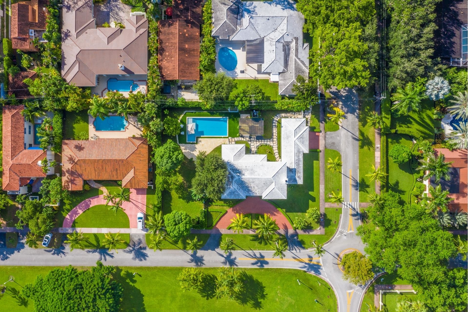 23. Single Family Homes for Sale at Granada, Coral Gables, FL 33134