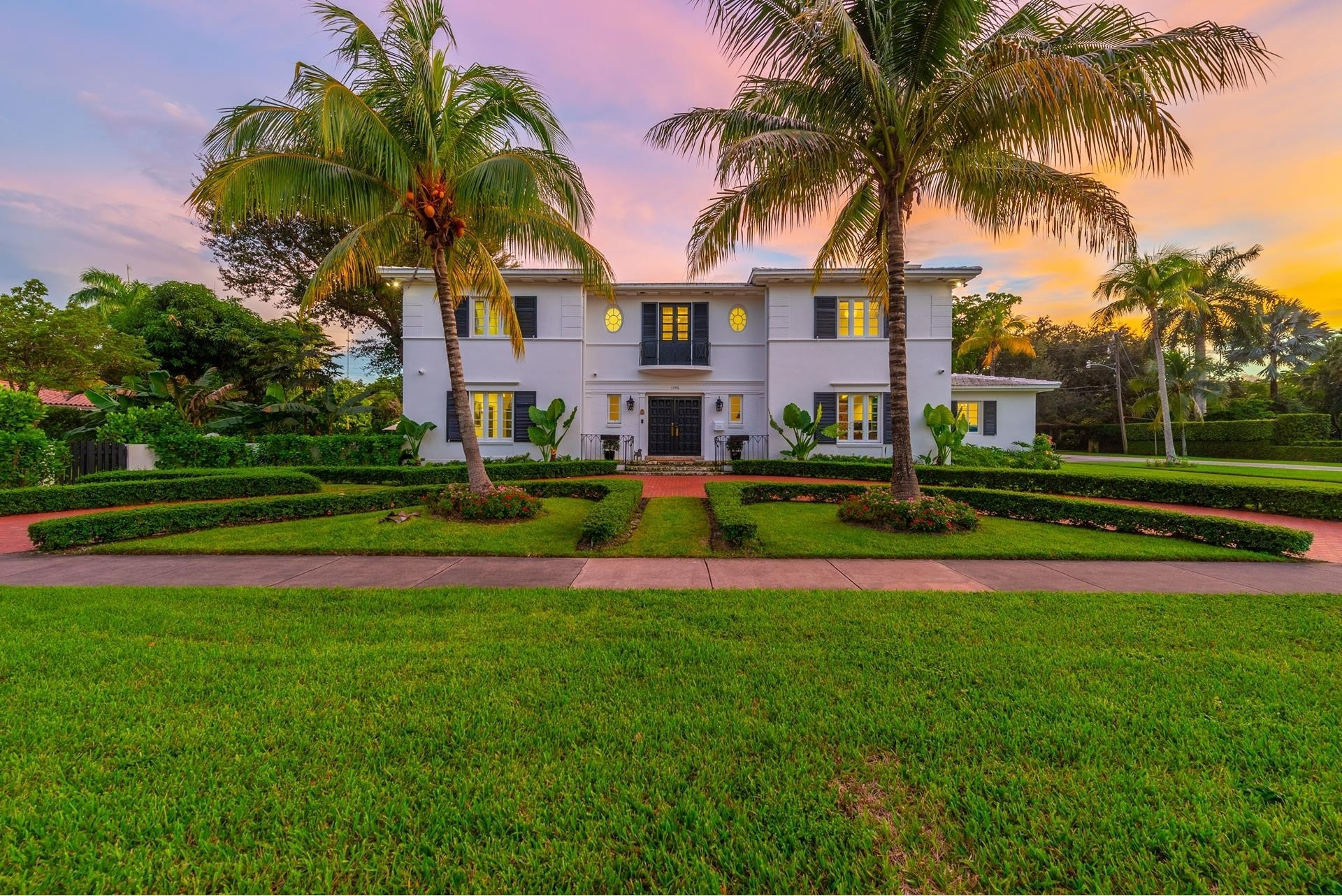 22. Single Family Homes for Sale at Granada, Coral Gables, FL 33134