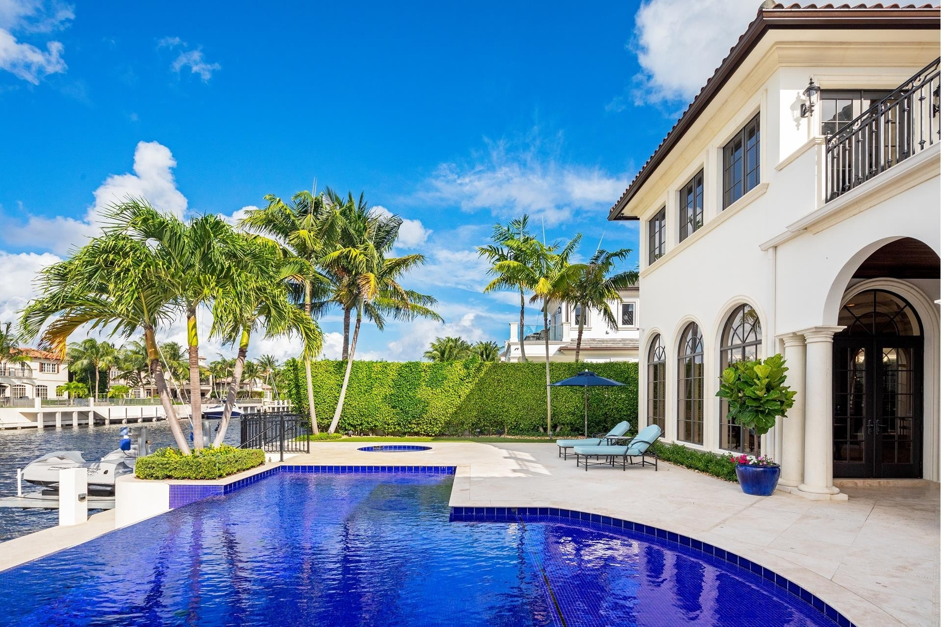 19. Single Family Homes для того Продажа на Royal Palm Yacht And Country Club, Boca Raton, FL 33432