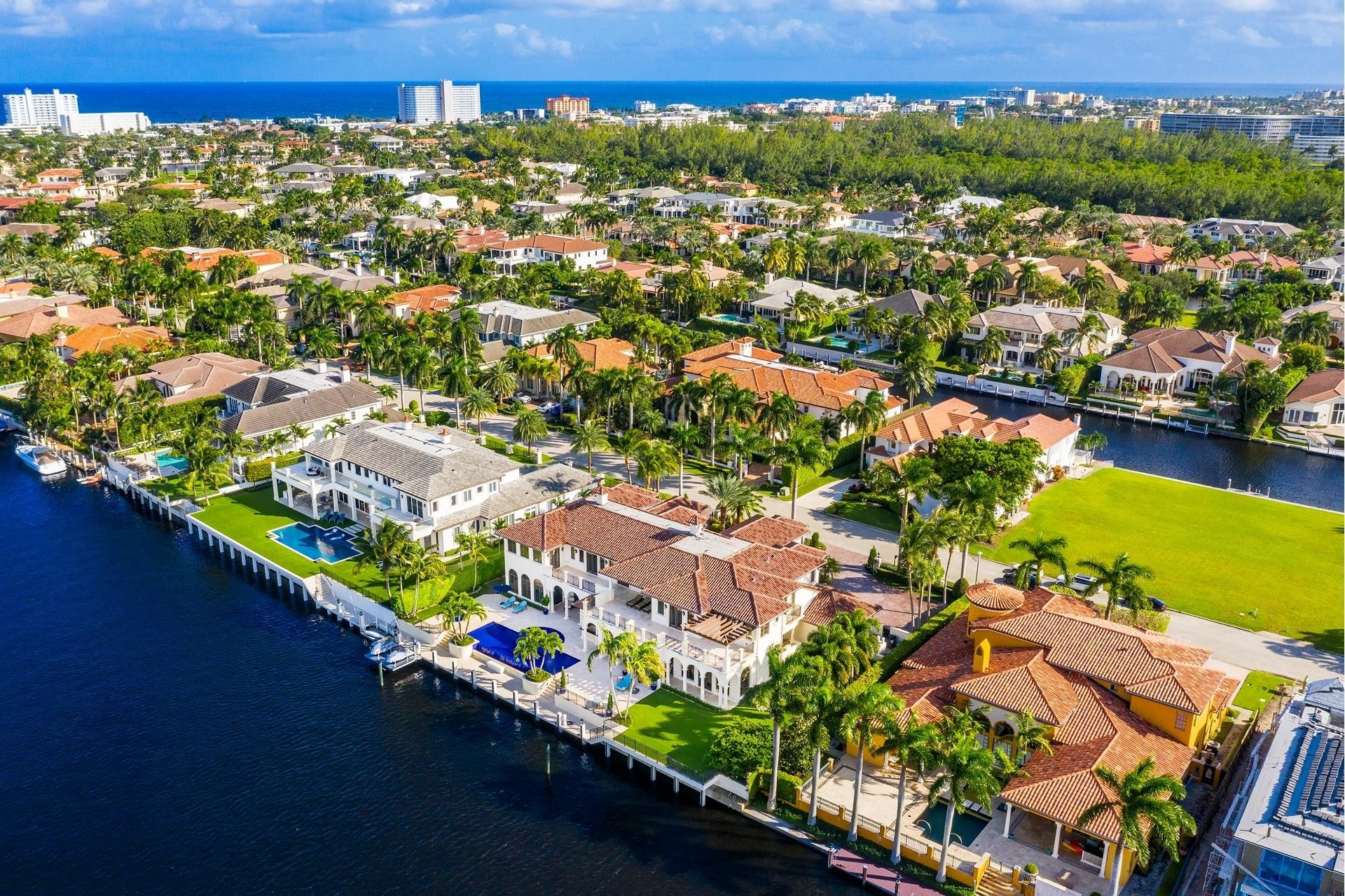 2. Single Family Homes для того Продажа на Royal Palm Yacht And Country Club, Boca Raton, FL 33432
