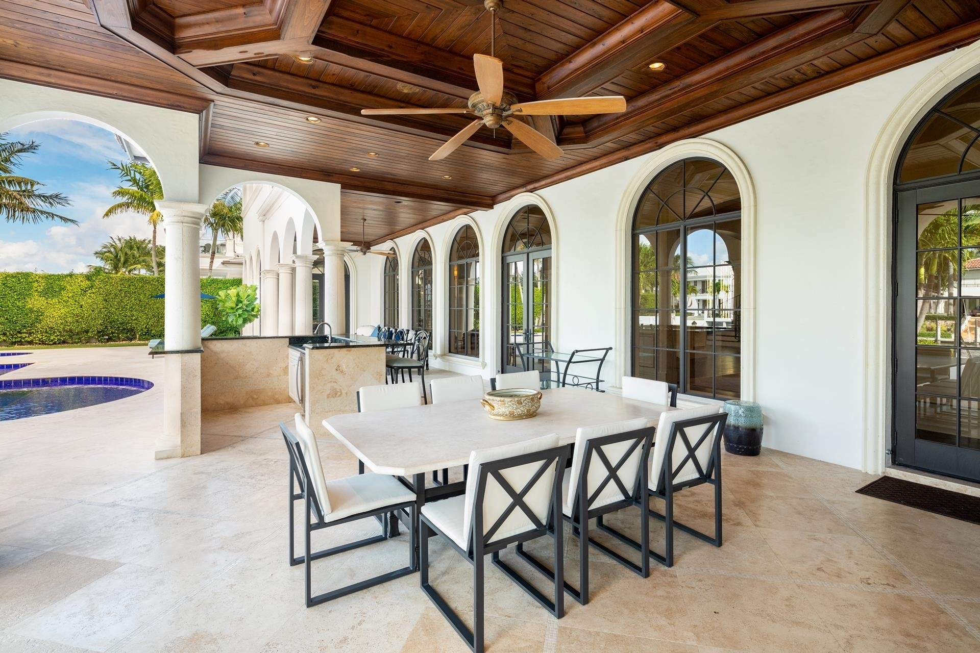 18. Single Family Homes pour l Vente à Royal Palm Yacht And Country Club, Boca Raton, FL 33432