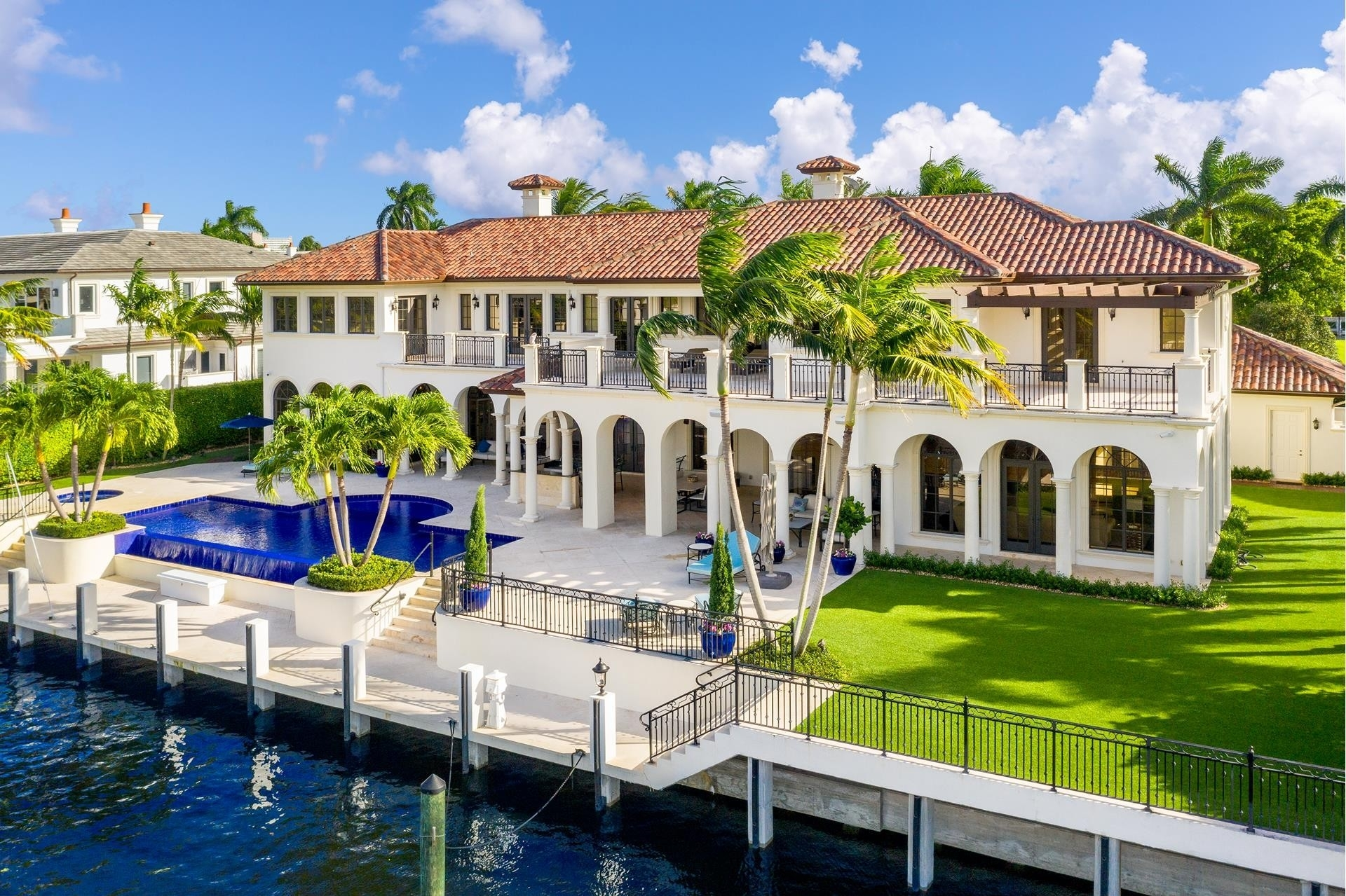 23. Single Family Homes для того Продажа на Royal Palm Yacht And Country Club, Boca Raton, FL 33432