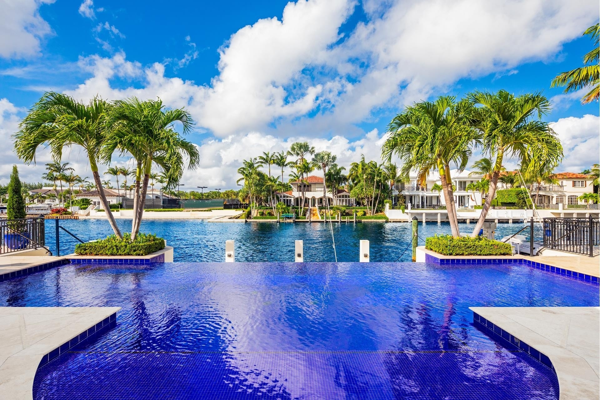 20. Single Family Homes pour l Vente à Royal Palm Yacht And Country Club, Boca Raton, FL 33432