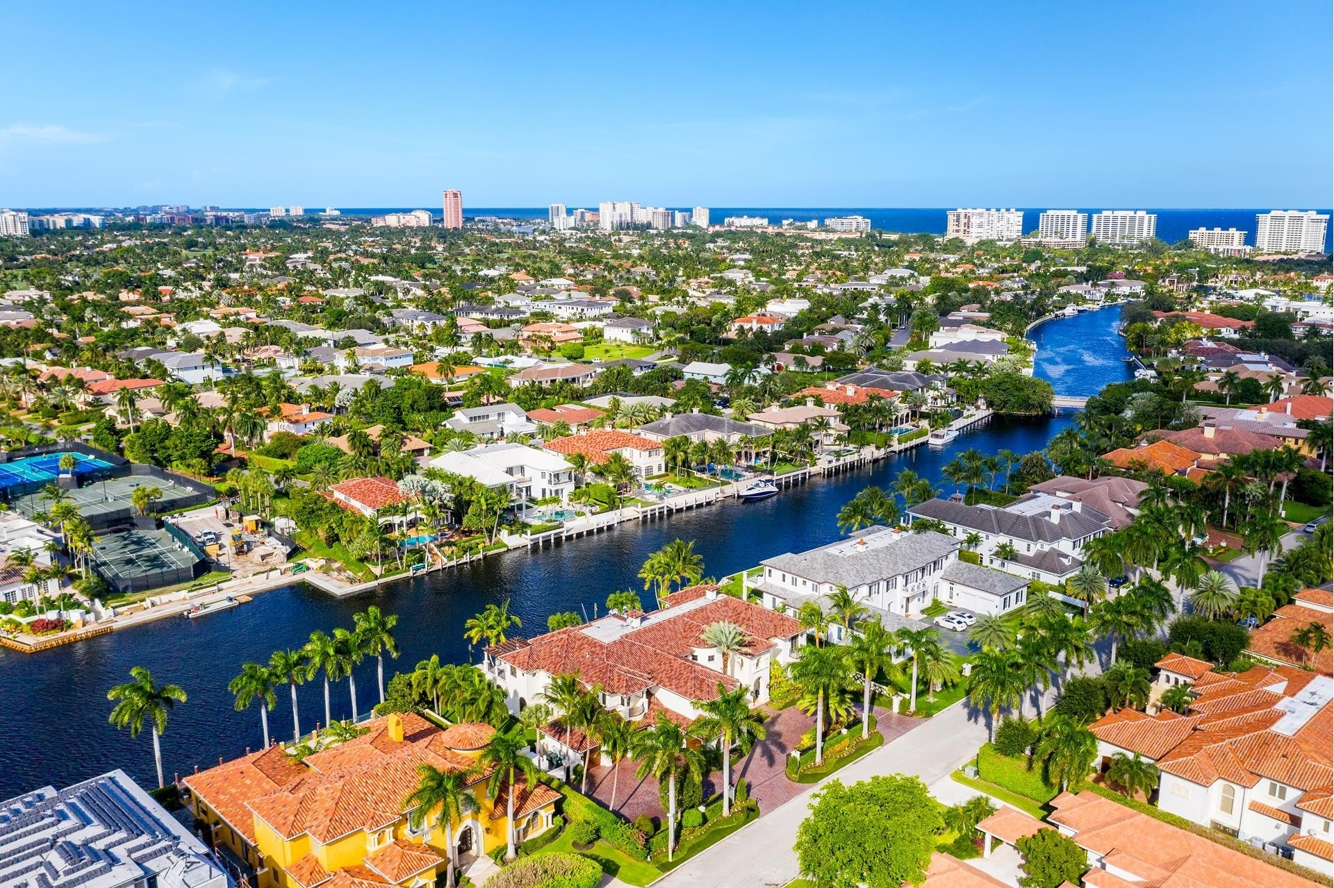26. Single Family Homes для того Продажа на Royal Palm Yacht And Country Club, Boca Raton, FL 33432