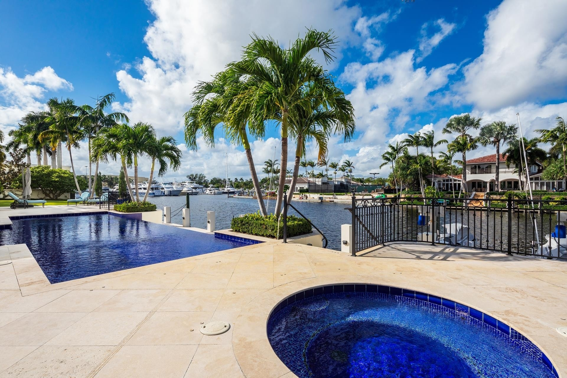 28. Single Family Homes для того Продажа на Royal Palm Yacht And Country Club, Boca Raton, FL 33432