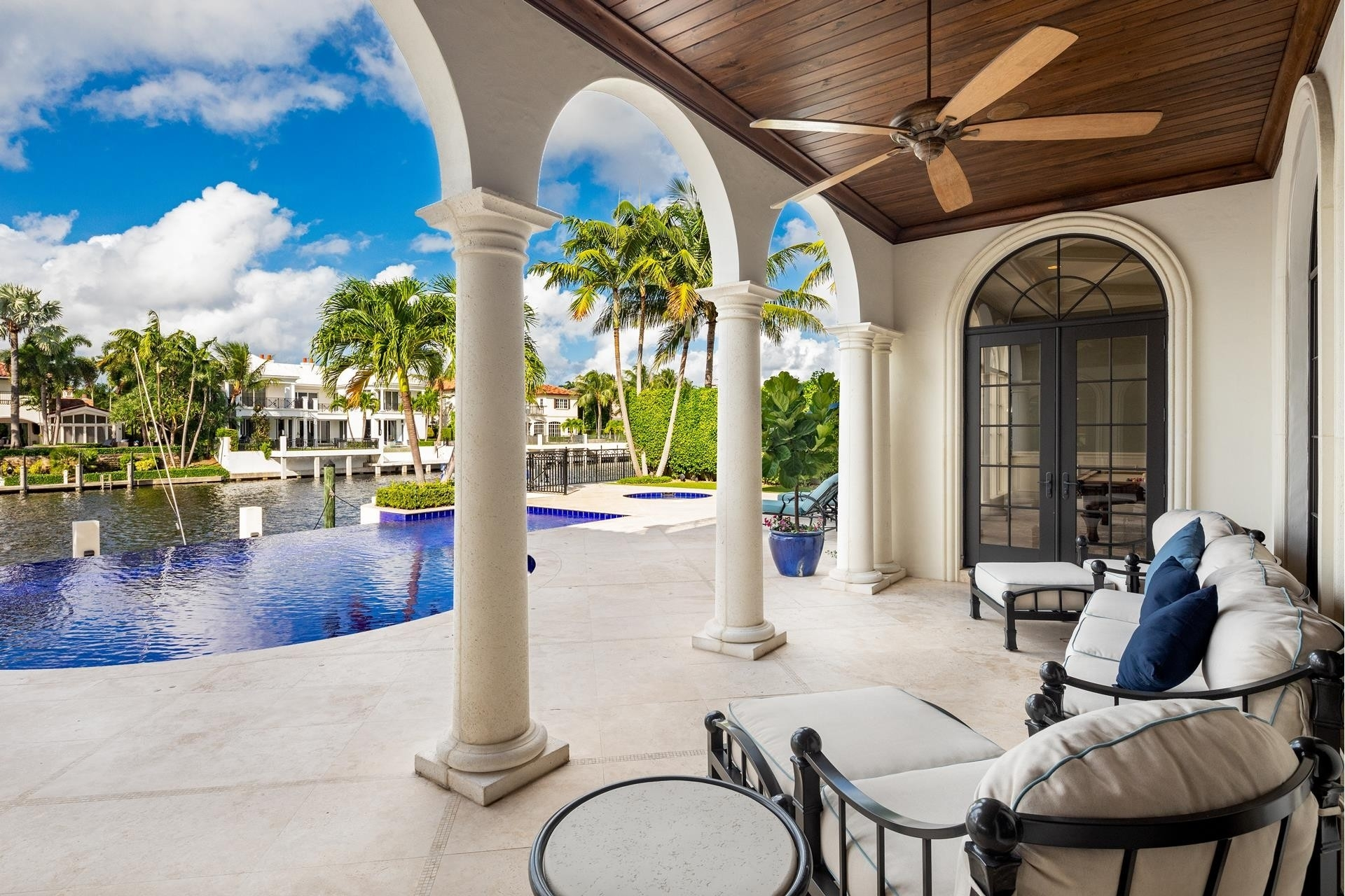 27. Single Family Homes для того Продажа на Royal Palm Yacht And Country Club, Boca Raton, FL 33432
