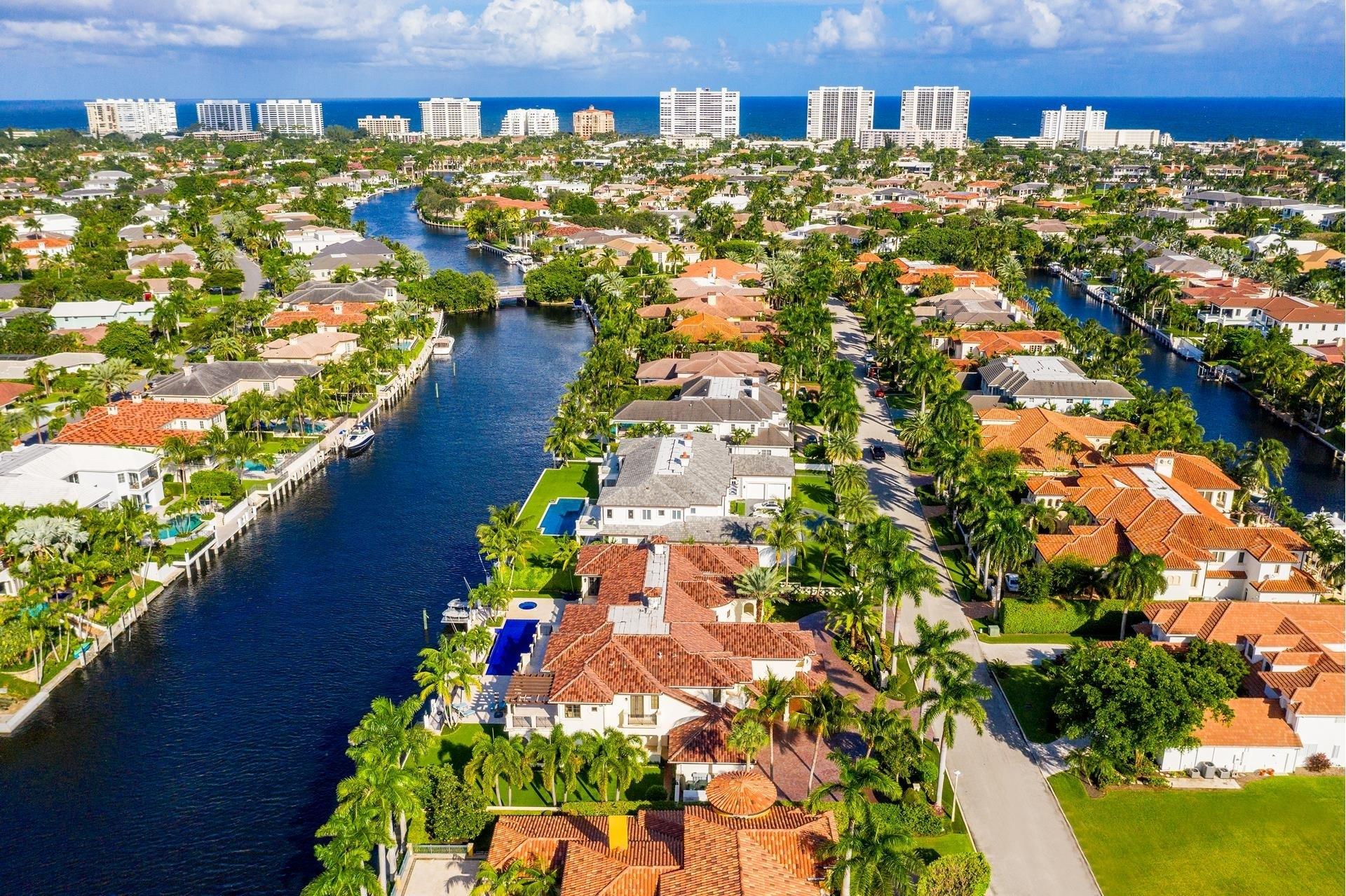 25. Single Family Homes для того Продажа на Royal Palm Yacht And Country Club, Boca Raton, FL 33432