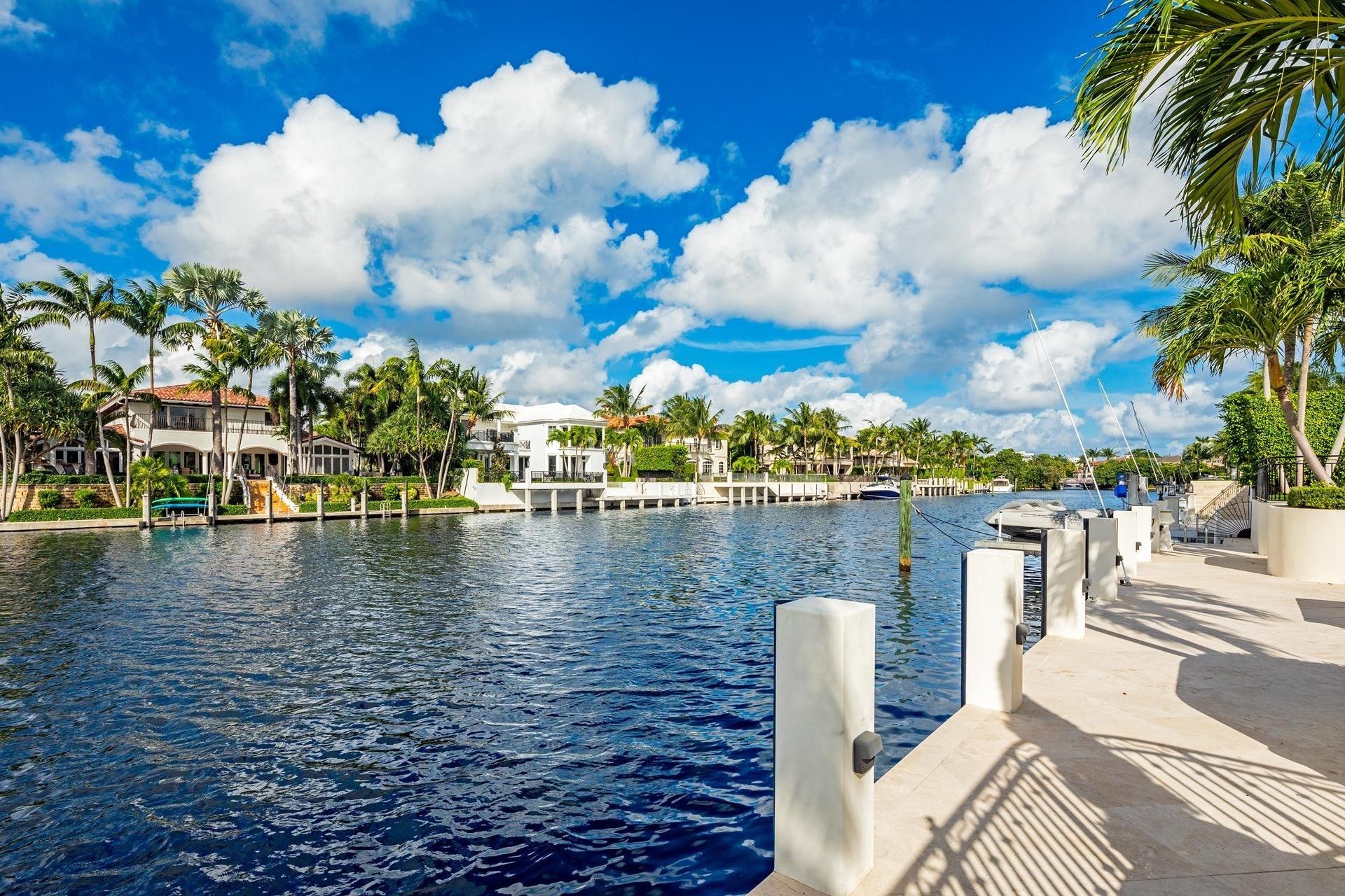 24. Single Family Homes для того Продажа на Royal Palm Yacht And Country Club, Boca Raton, FL 33432