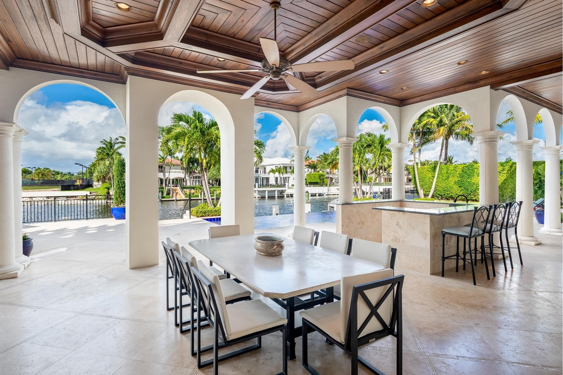 17. Single Family Homes для того Продажа на Royal Palm Yacht And Country Club, Boca Raton, FL 33432