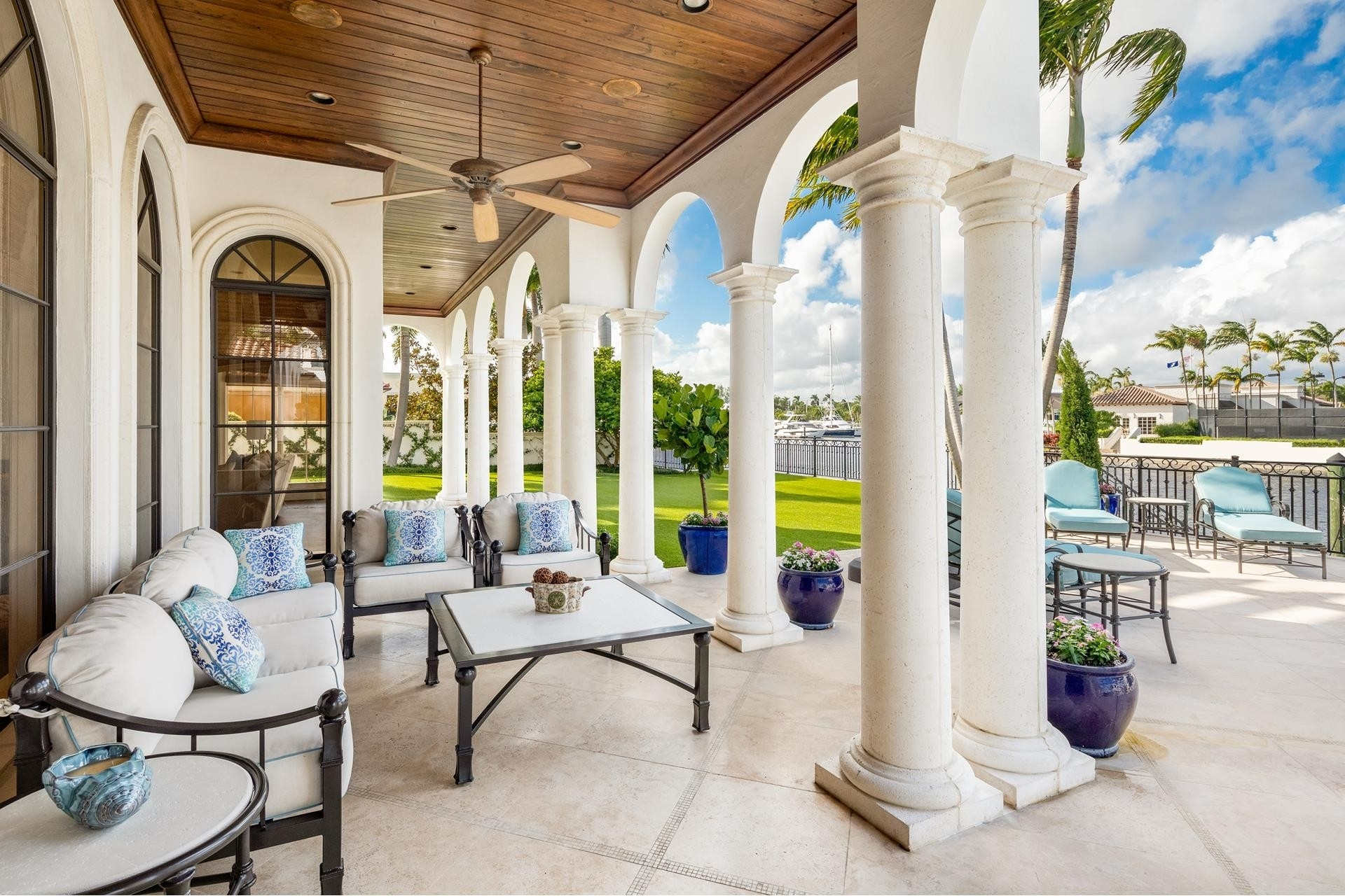 16. Single Family Homes для того Продажа на Royal Palm Yacht And Country Club, Boca Raton, FL 33432