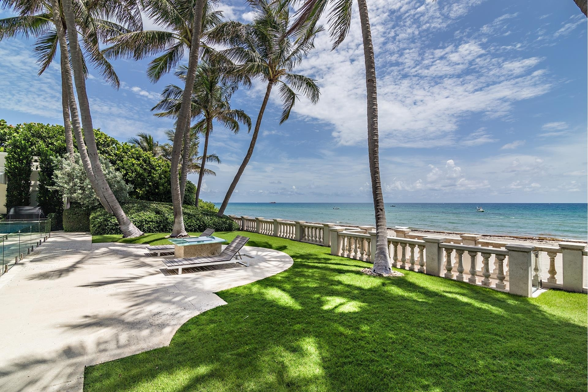 27. Single Family Homes pour l Vente à Palm Beach, FL 33480