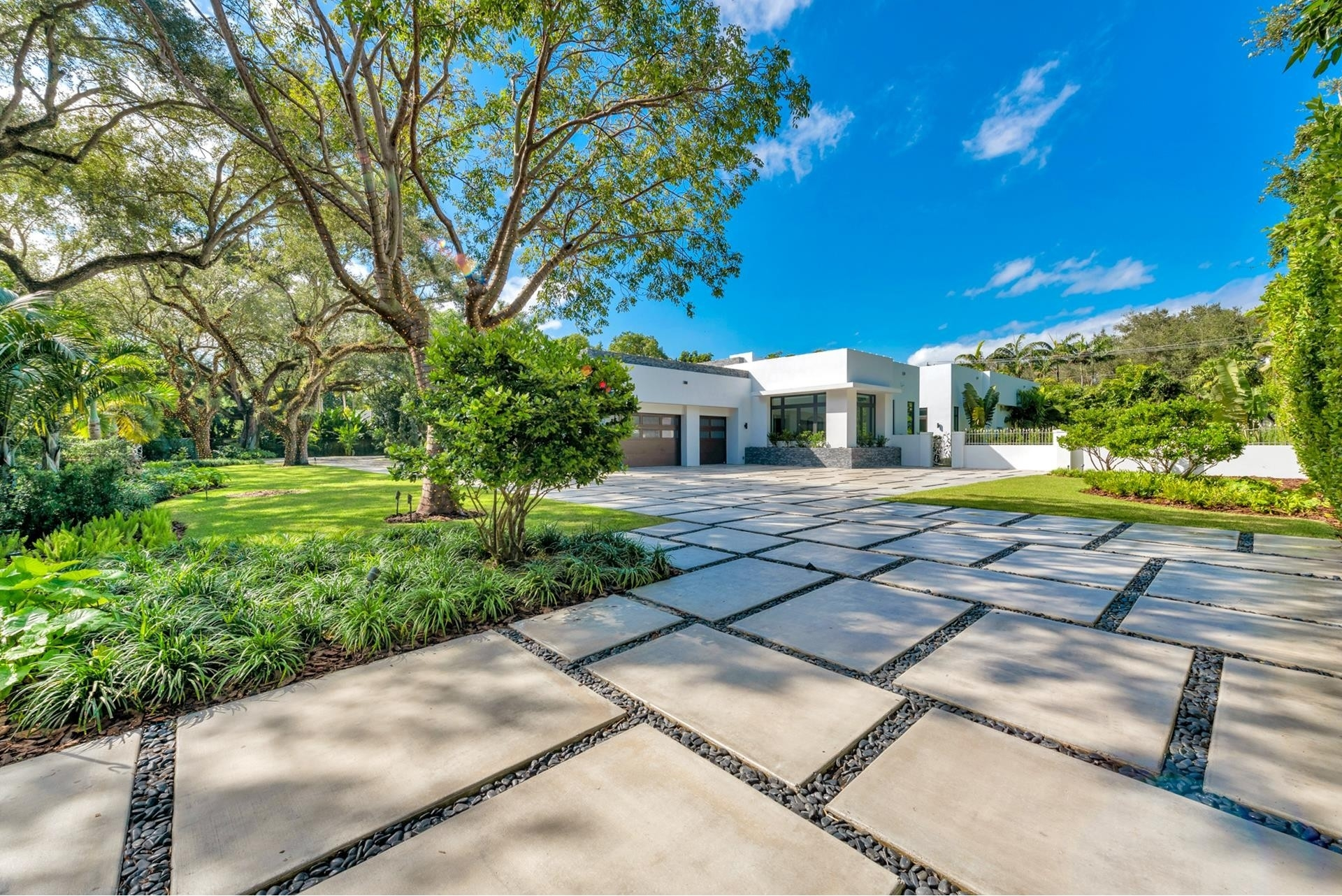 10. Single Family Homes for Sale at Coral Gables, FL 33156