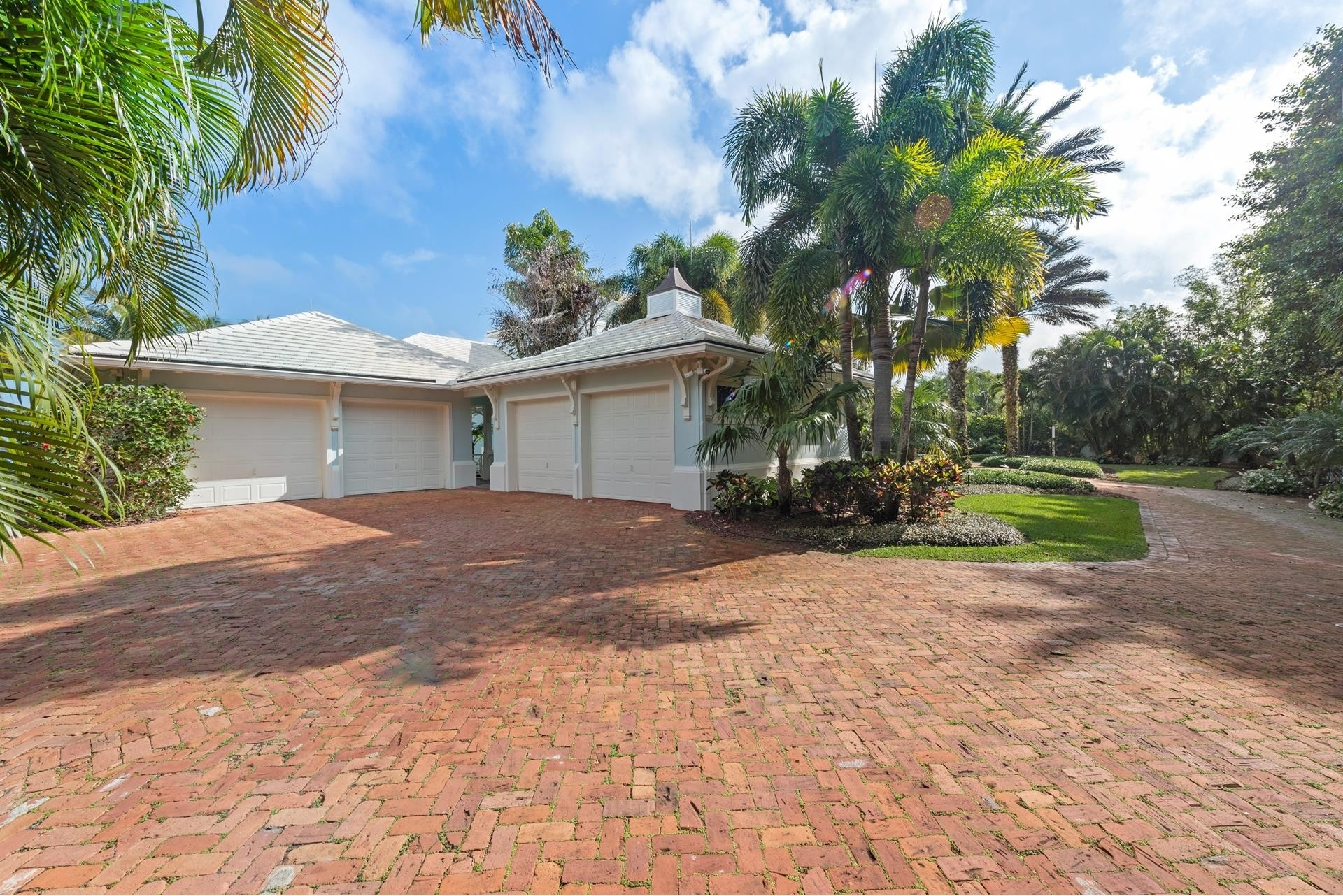 7. Single Family Homes for Sale at Stuart, FL 34997