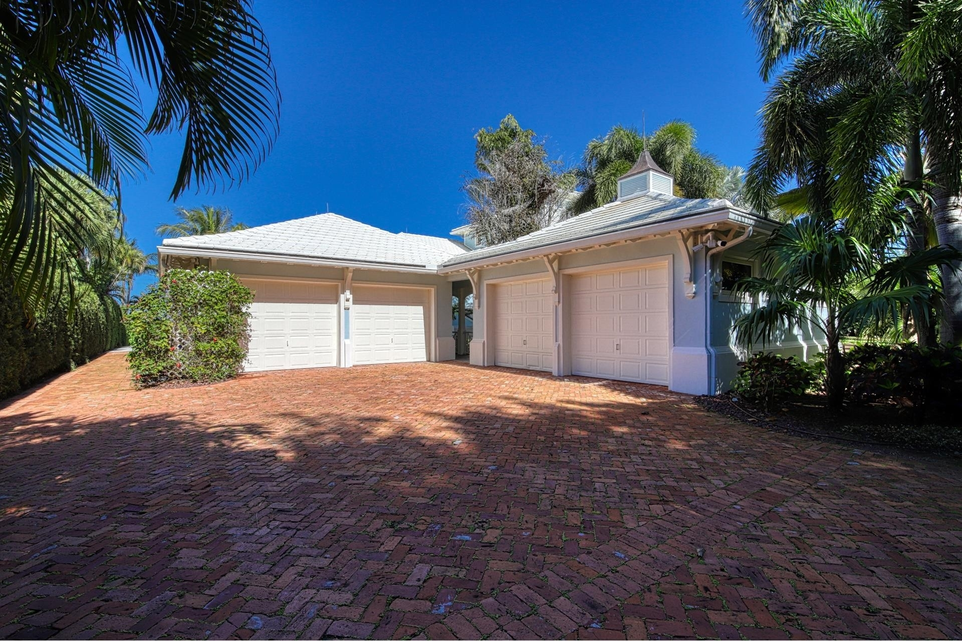 8. Single Family Homes for Sale at Stuart, FL 34997