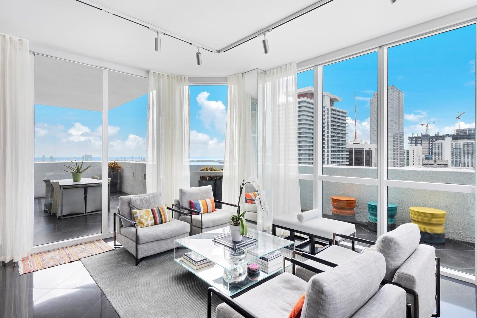 Condominium pour l Vente à 253 NE 2nd St , 4008 Miami Central Business District, Miami, FL 33132
