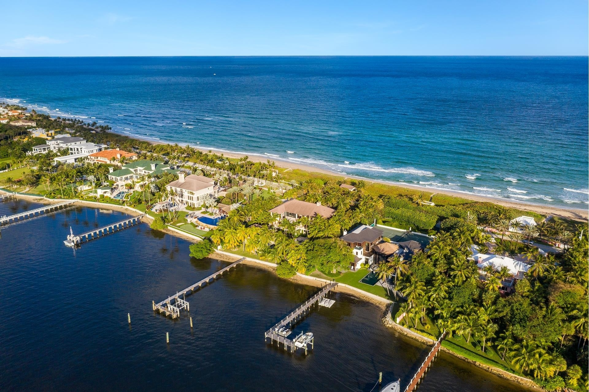 9. Single Family Homes for Sale at Manalapan, FL 33462