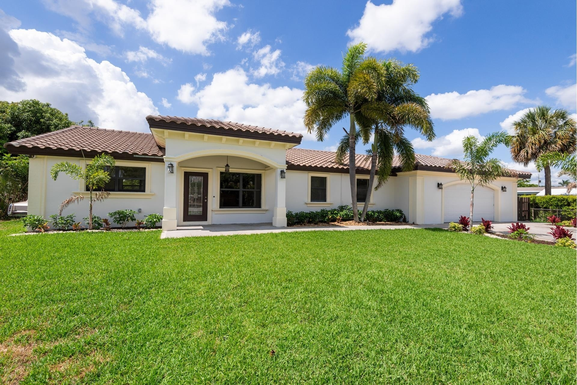 Single Family Home for Sale at Palm Springs, FL 33461
