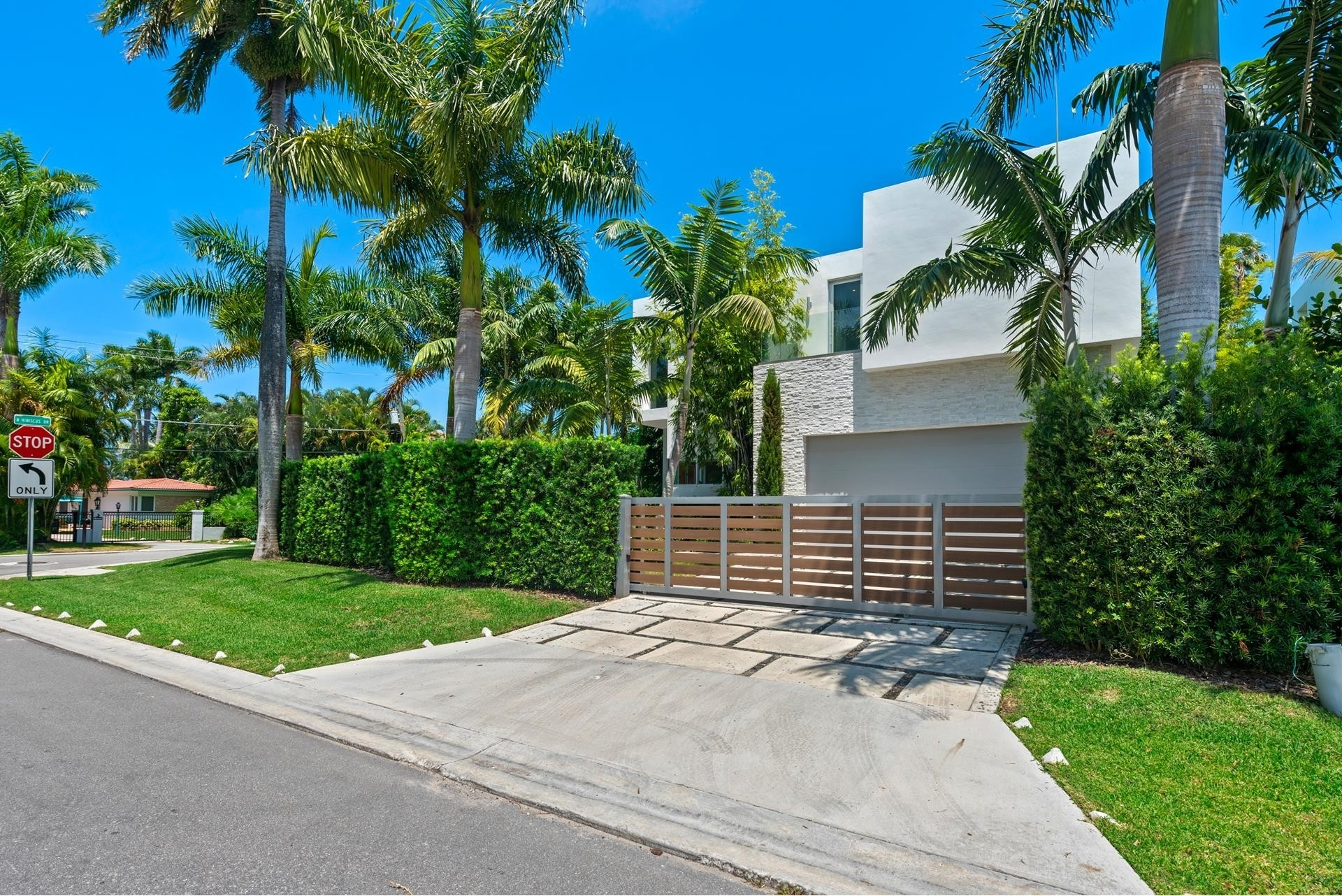 5. Single Family Homes pour l Vente à Hibiscus Island, Miami Beach, FL 33139
