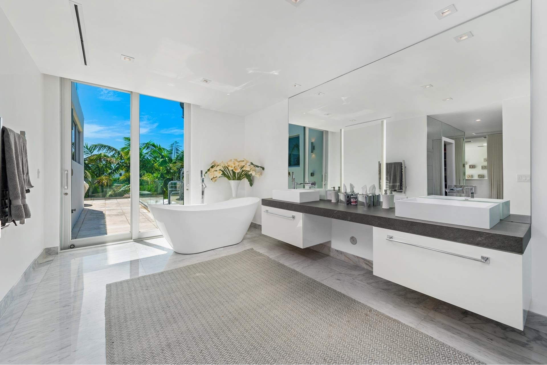 39. Single Family Homes pour l Vente à Hibiscus Island, Miami Beach, FL 33139